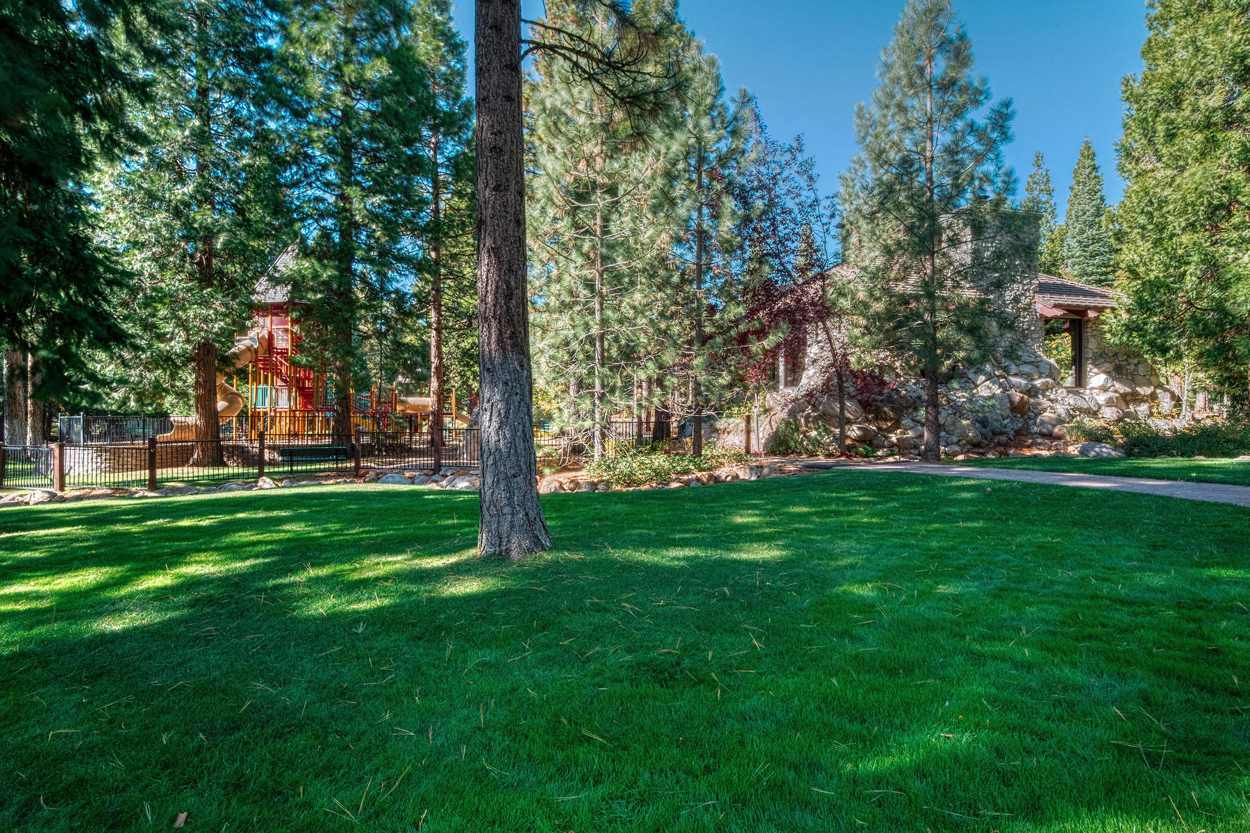 Additional photo for property listing at 2716 Walker Memorial Highway Lake Almanor California 96137 2716 Walker Memorial Highway A-13 Lake Almanor, California 96137 Estados Unidos