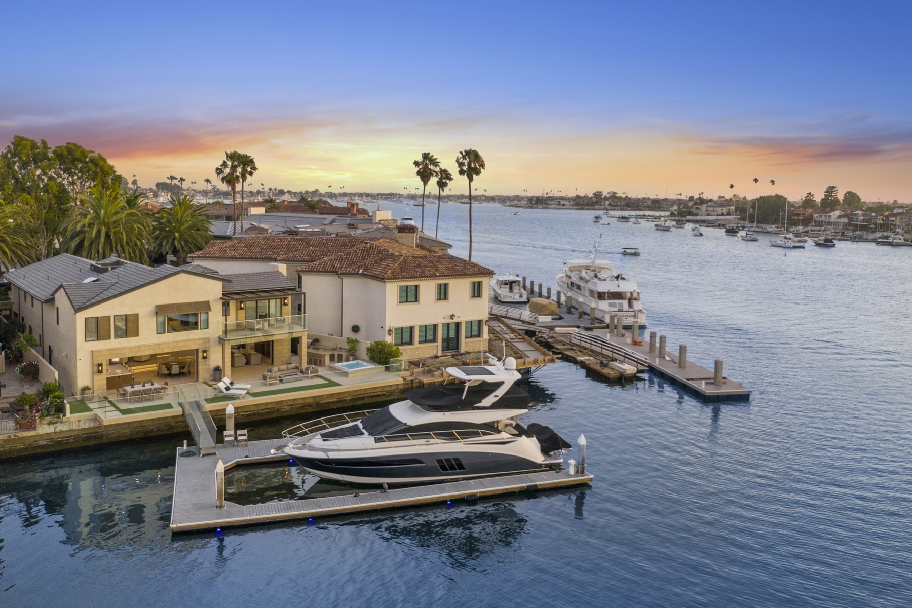 Single Family Homes por un Venta en 89 Linda Isle Newport Beach, California 92660 Estados Unidos