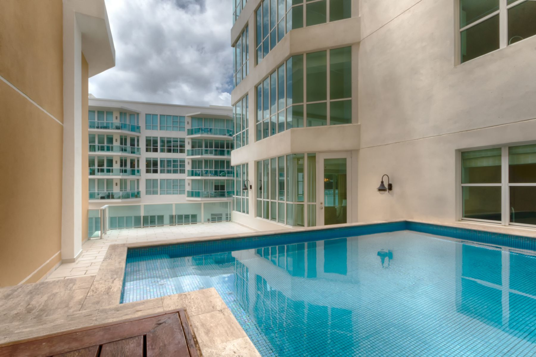 Additional photo for property listing at Exciting Sixth Floor Residence with Private Pool at Bahia Plaza 25 Munoz Rivera Avenue apt 601 San Juan, Puerto Rico 00901 Puerto Rico