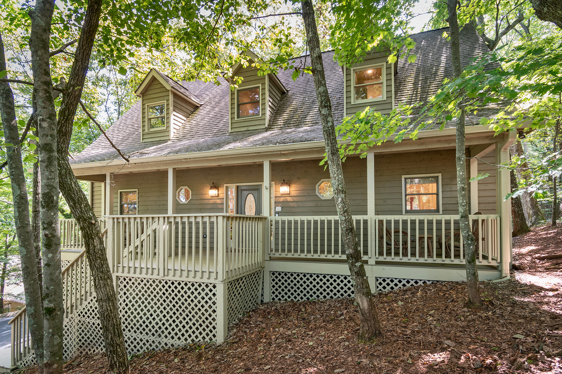 Single Family Homes pour l Vente à Like New Mountain Cottage On Cul-De-Sac Gated Community 200 Wild Azalea, Big Canoe, Georgia 30143 États-Unis