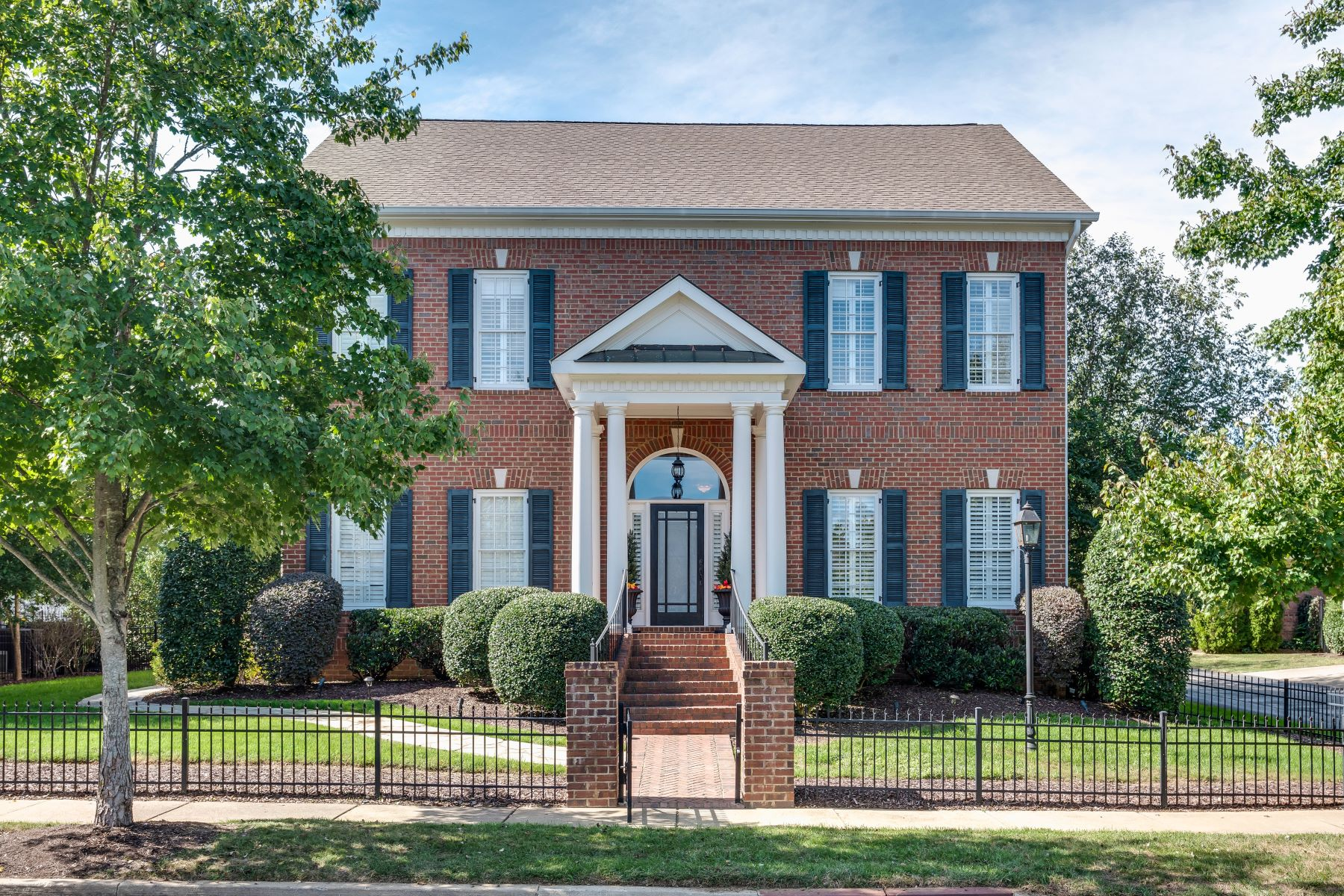 Single Family Homes pour l Vente à Exceptional Updated Home 1209 Vintage Grove Lane, Franklin, Tennessee 37064 États-Unis