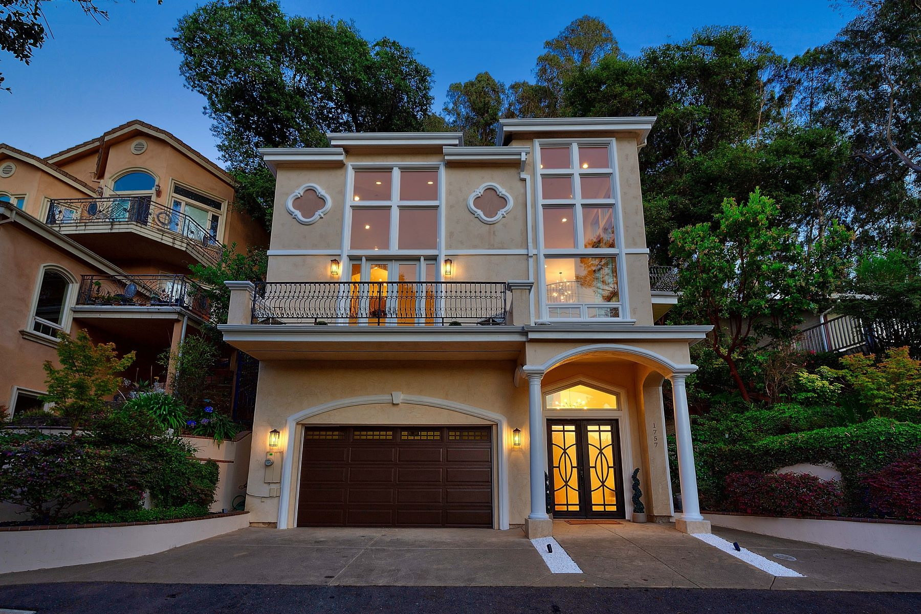 Single Family Homes por un Venta en Montclair Gem 1757 Indian Way Oakland, California 94611 Estados Unidos