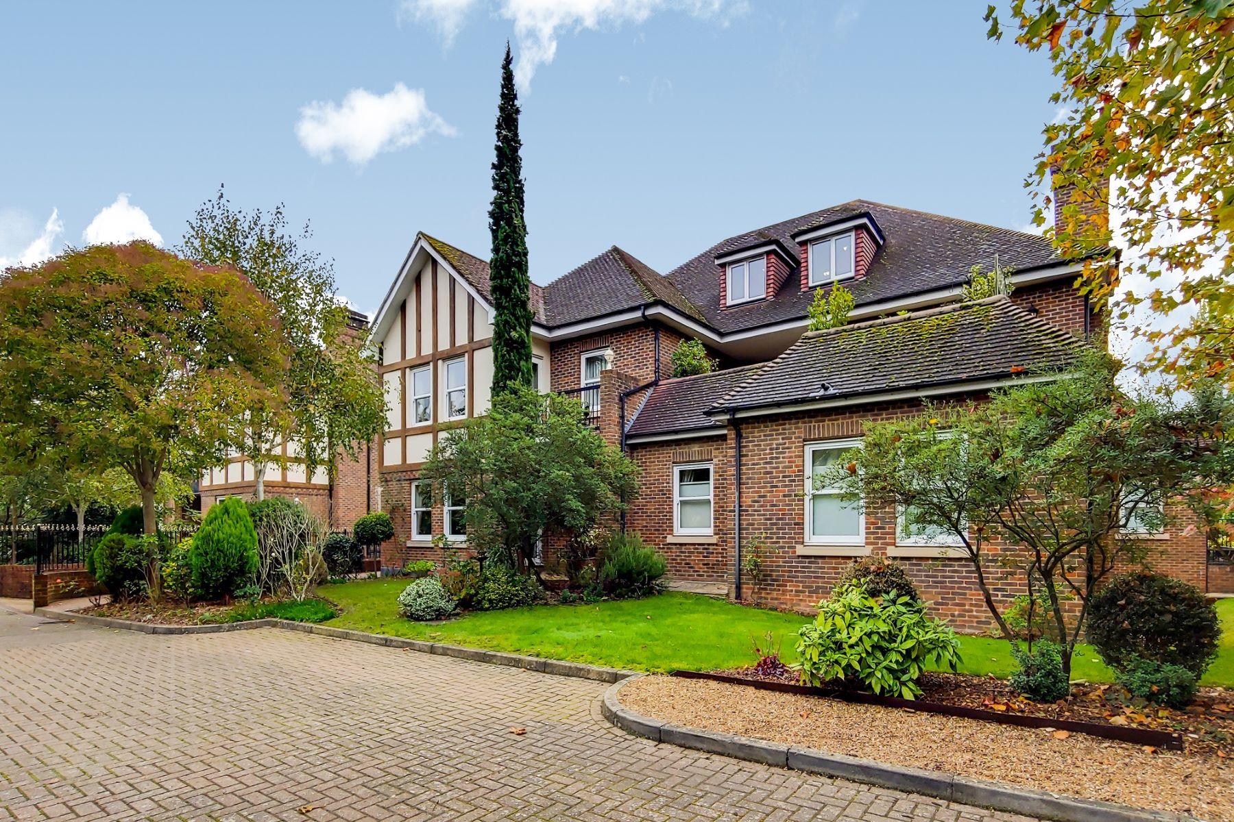 Apartments για την Πώληση στο Flat 19 Tudor Grange Weybridge, Αγγλια KT13 9LN Βρετανία