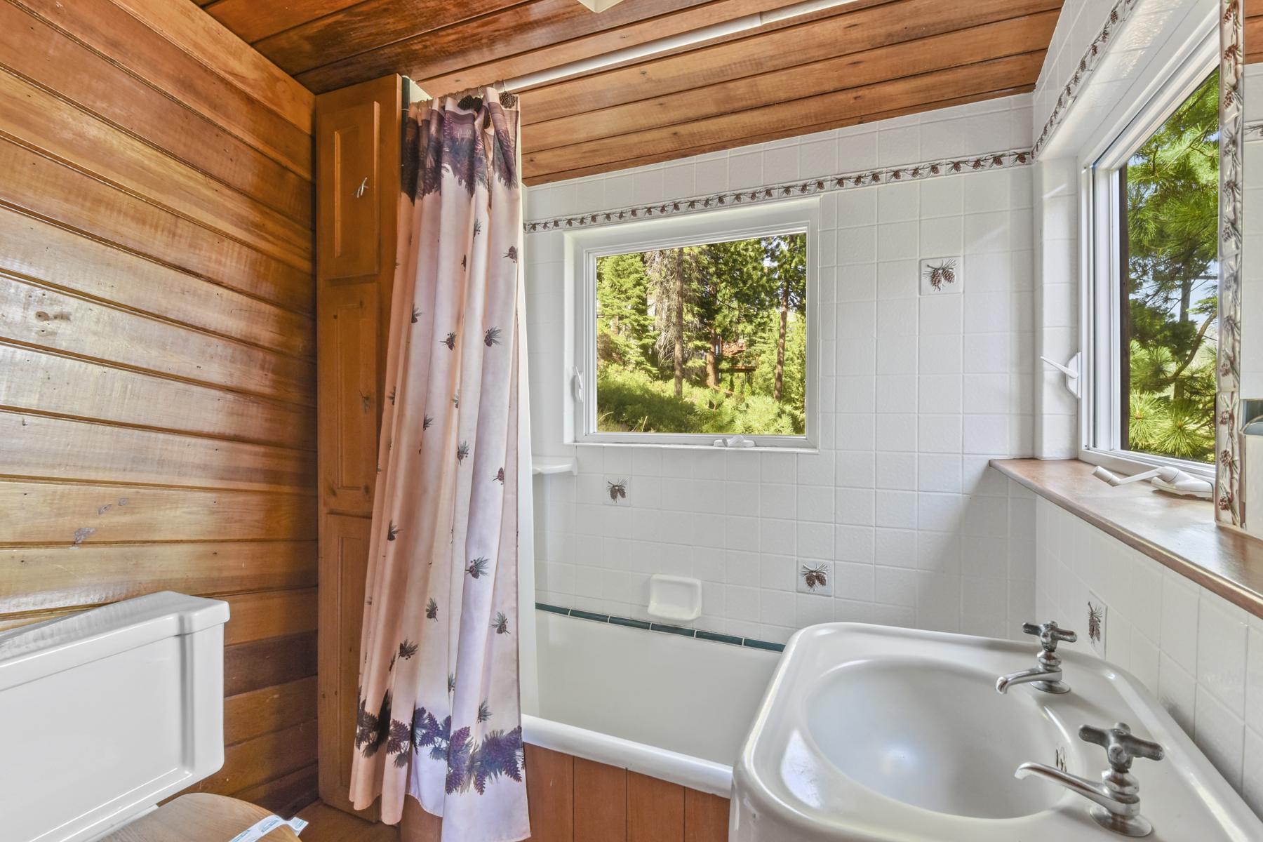 Additional photo for property listing at 354 Wassou Rd., Crystal Bay 354 Wassou Road Crystal Bay, Nevada 89402 United States