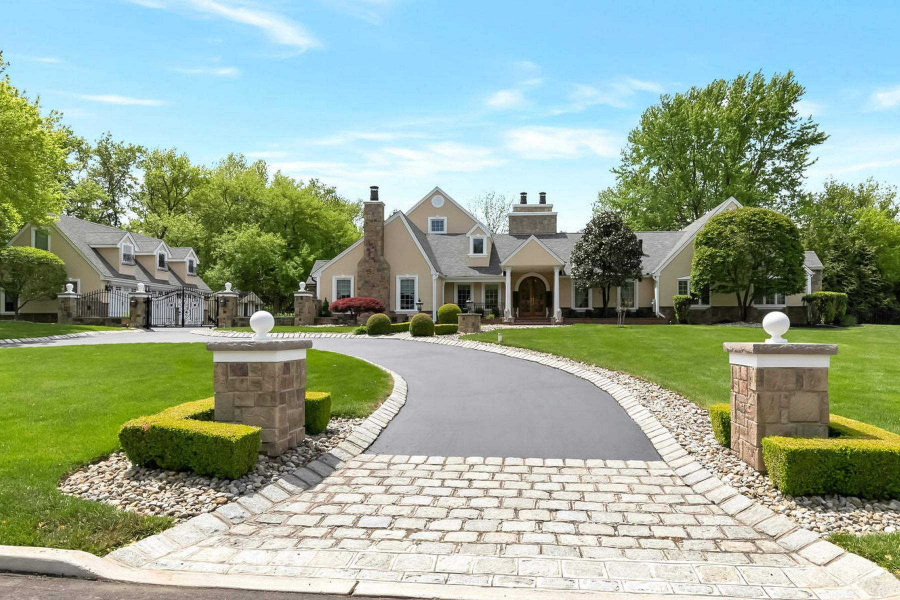 Single Family Homes pour l Vente à Captivating Elegance 28 Fox Hedge Road, Colts Neck, New Jersey 07722 États-Unis