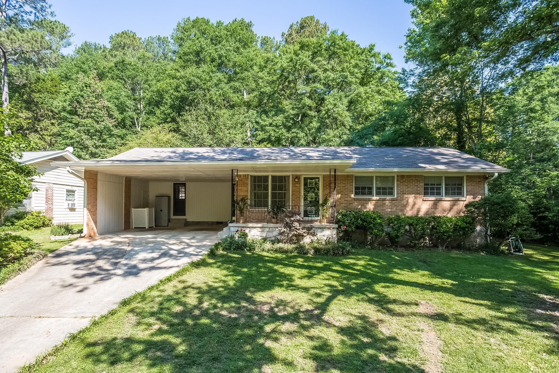 Casa para uma família para Venda às Charming, Well Maintained Mid-Century Ranch 2904 Concord Drive Decatur, Geórgia, 30033 Estados Unidos