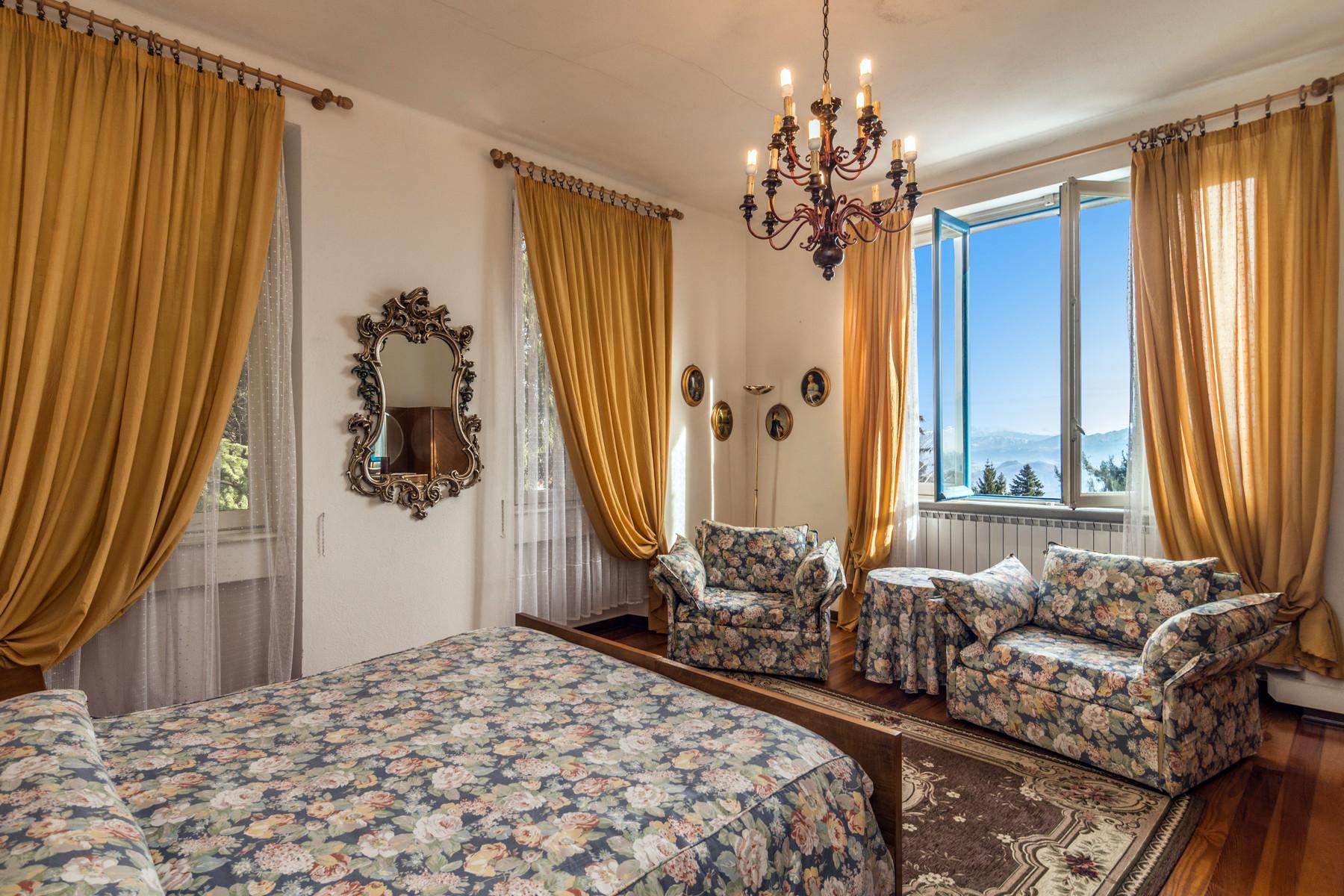 Additional photo for property listing at Magnificent villa with fine interiors on Maggiore Lake Via Madonna della Neve Gignese, Verbano Cusio Ossola 28836 Italia