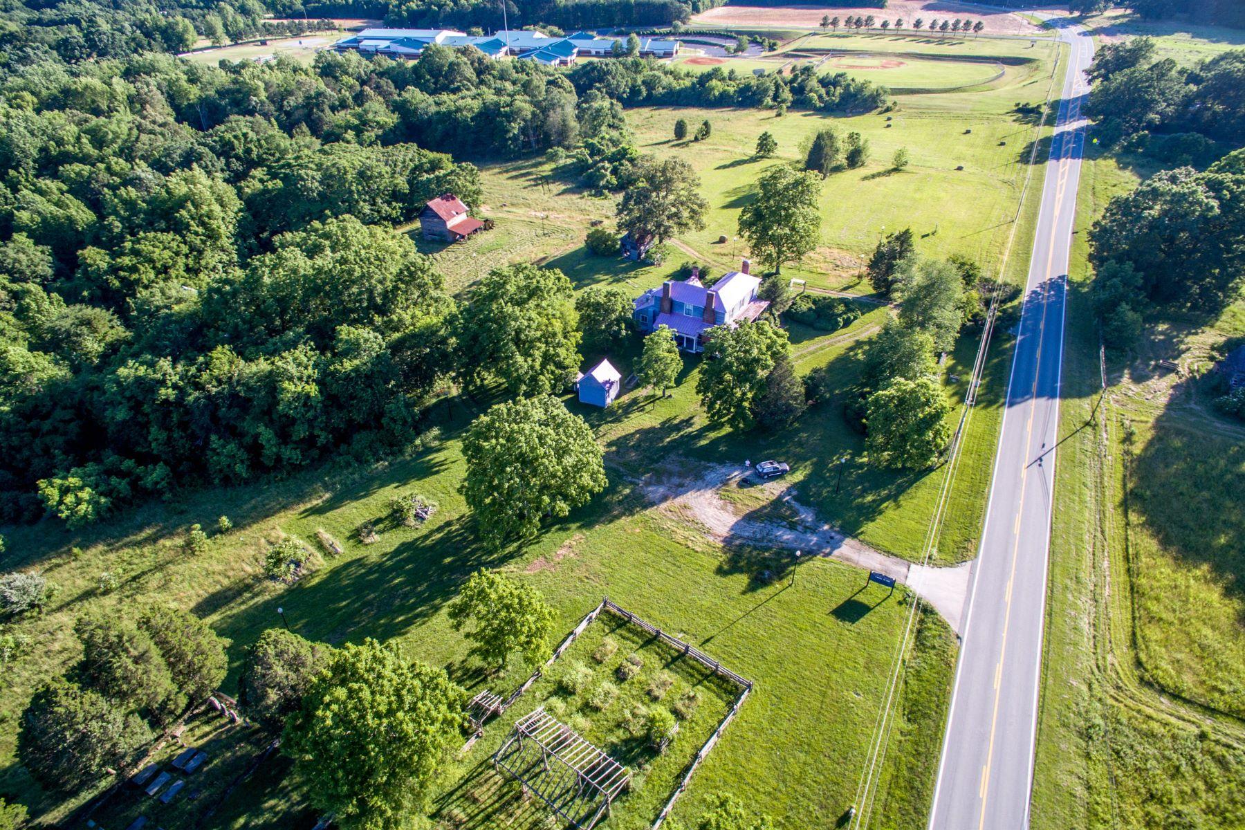 农场 / 牧场 / 种植园 为 销售 在 Historic Bartlett Yancey House 699 W US 158 Bypass 扬西维尔, 北卡罗来纳州 27379 美国