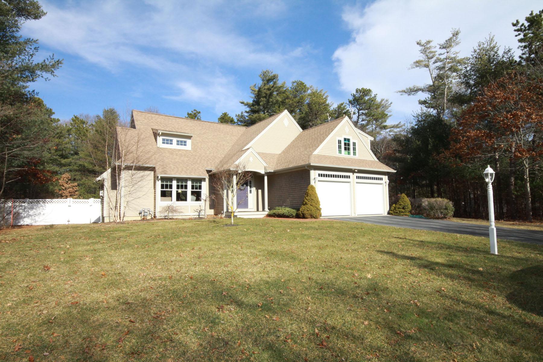 独户住宅 为 销售 在 DESIRABLE FALMOUTH AIR PARK 95 Rickenbacker Road 东法尔茅斯, 马萨诸塞州, 02536 美国