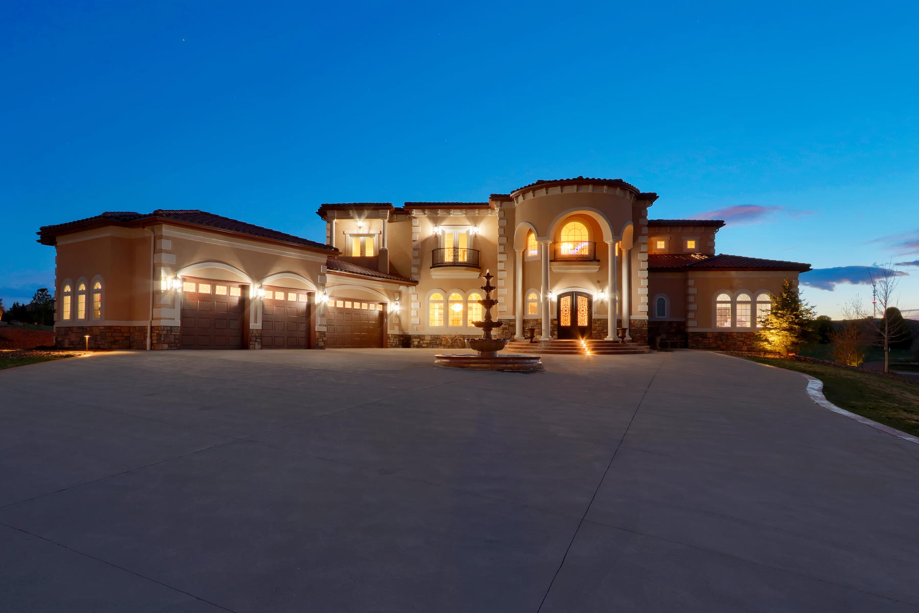 Single Family Homes for Sale at A Dramatic Residence of Distinction 6930 Tremolite Dr Castle Rock, Colorado 80108 United States