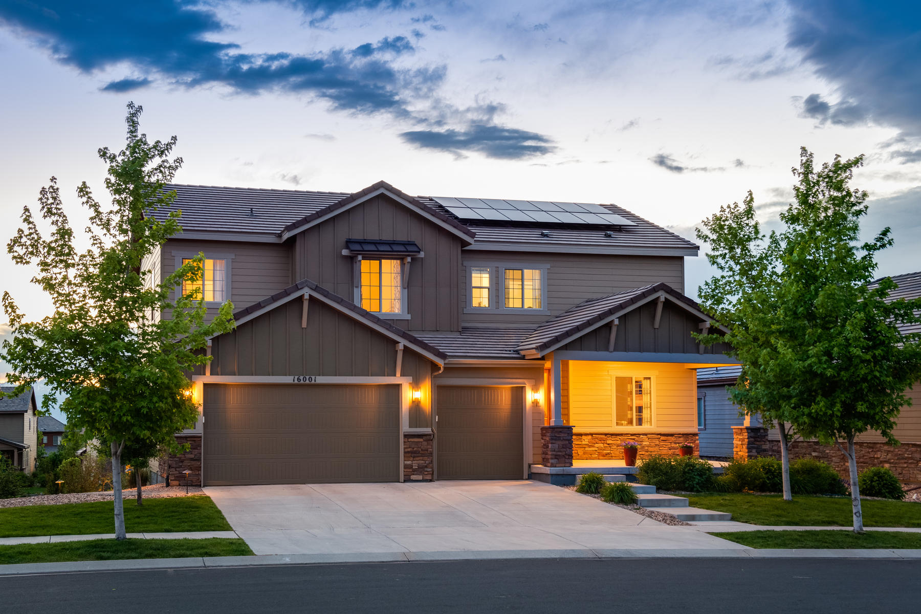 Single Family Homes для того Продажа на Warm and Inviting 6 Bedroom and 5.5 Bath Home in Anthem Highlands 16001 Lookout Pt, Broomfield, Колорадо 80023 Соединенные Штаты