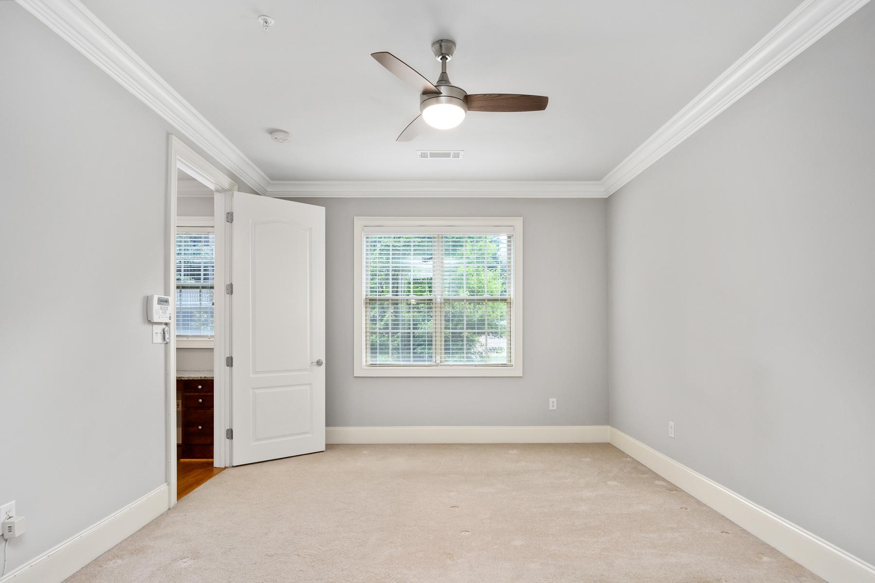 Additional photo for property listing at Fantastic Location 2300 Peachford Road No. 3103, Dunwoody, Джорджия 30338 Соединенные Штаты