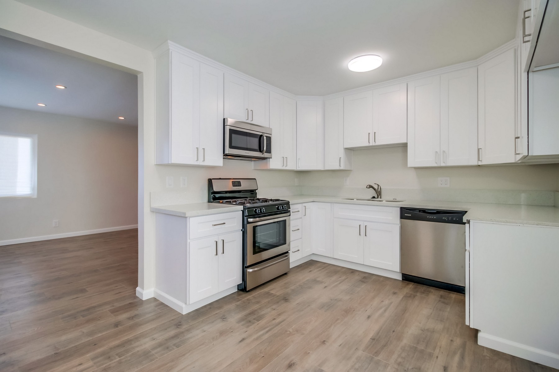 獨棟家庭住宅 為 出售 在 529 Sicard Logan Heights, San Diego, 加利福尼亞州, 92113 美國