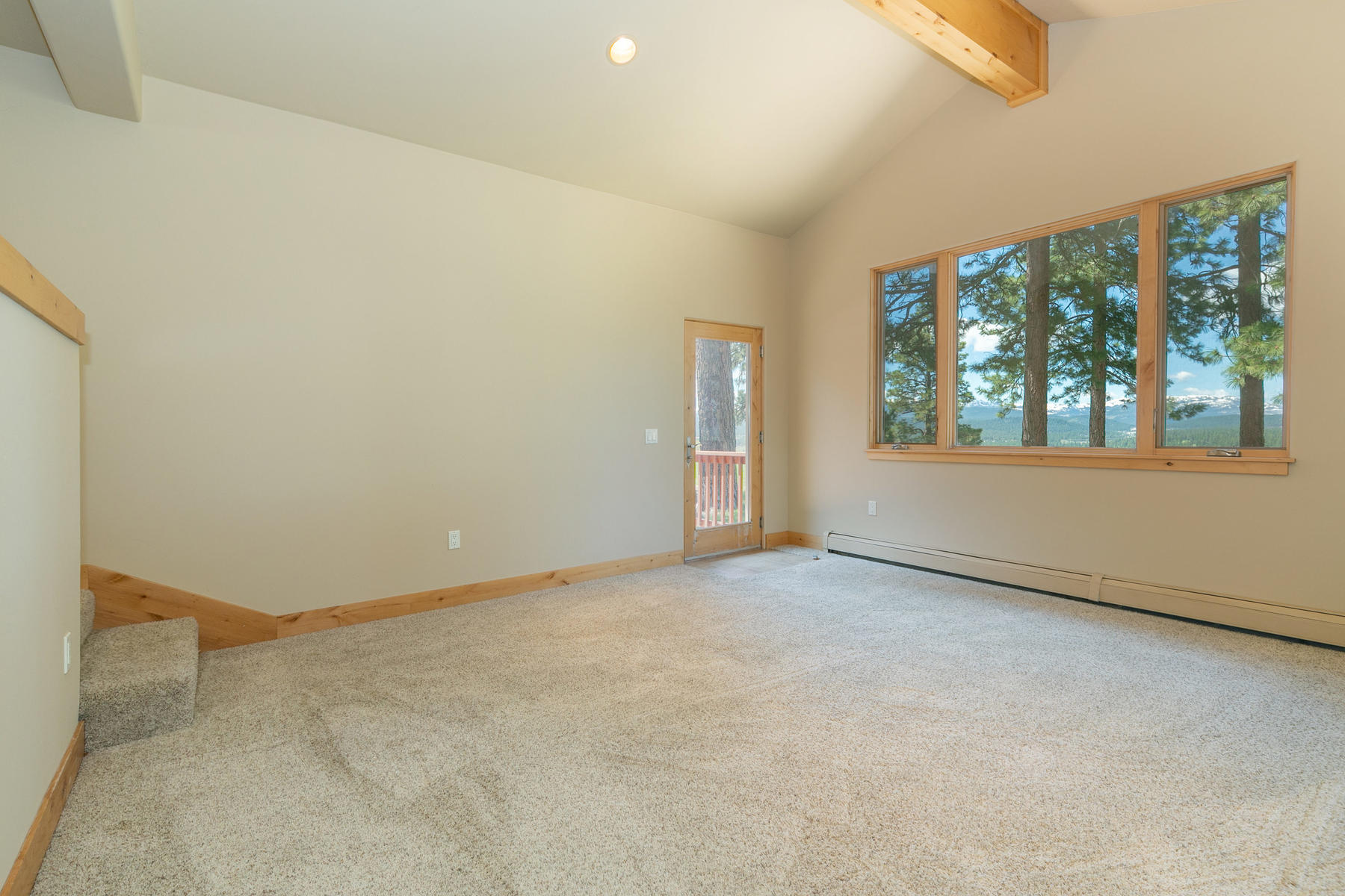 Additional photo for property listing at 14518 Royal Way, Truckee, CA 14518 Royal Way Truckee, California 96161 United States