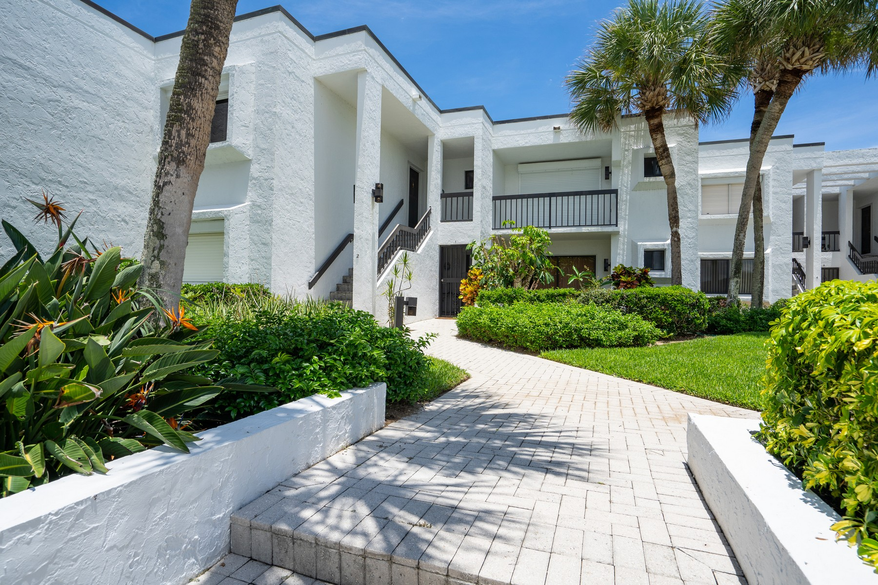Property para Venda às Oceanfront First Floor Condo 5790 Highway A1A #1A Indian River Shores, Florida 32963 Estados Unidos