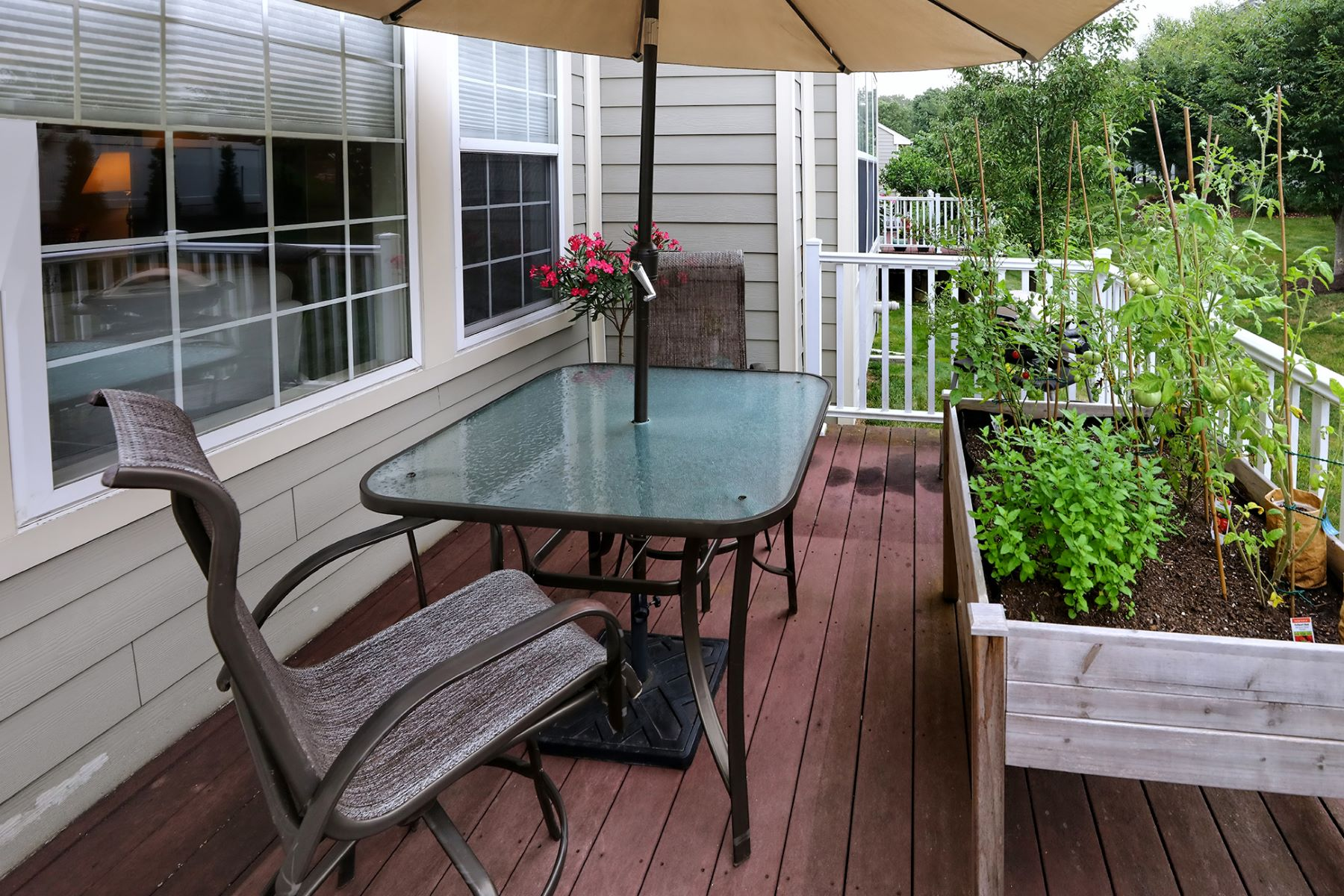 Additional photo for property listing at Immaculate End Unit Livingston Model - Lambert's Hill 616 Heath Court, Lambertville, New Jersey 08530 United States