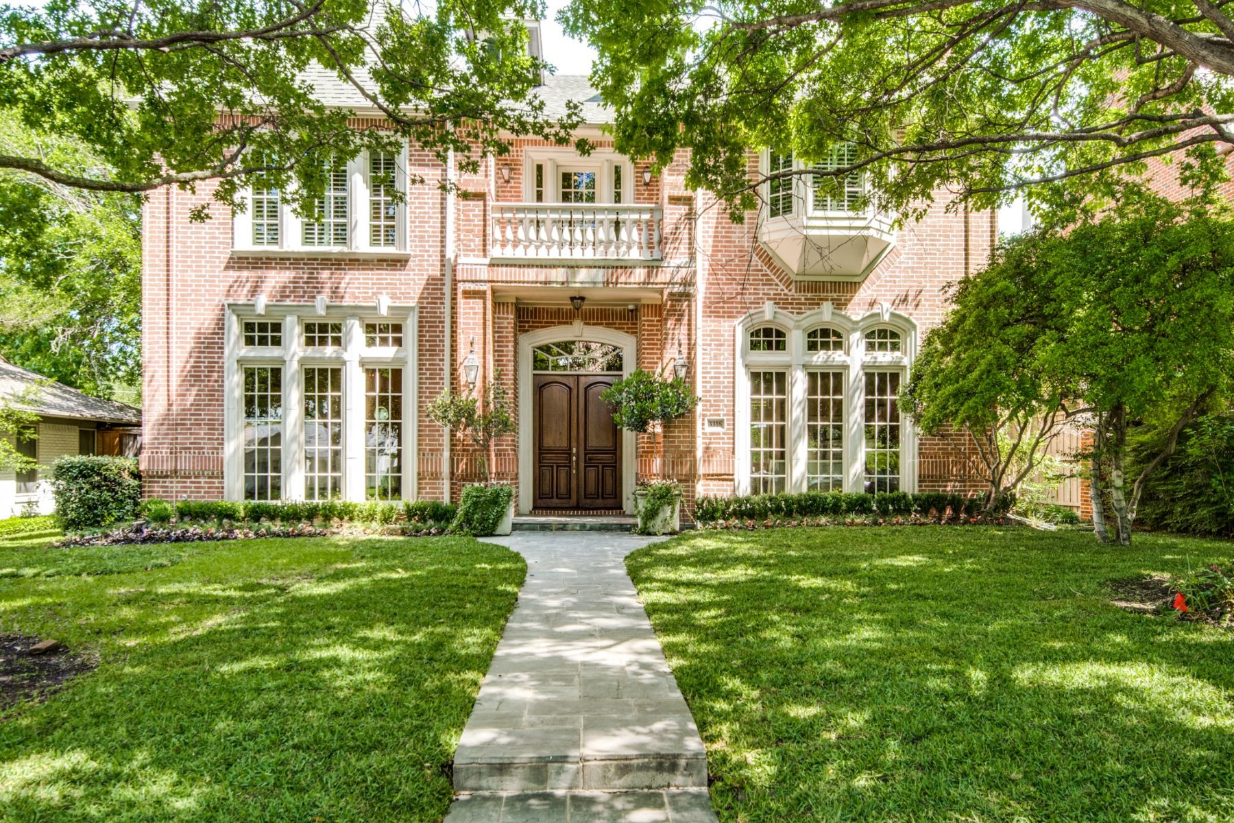 Single Family Homes for Active at Lovely University Park Traditional 3316 Centenary Avenue University Park, Texas 75225 United States