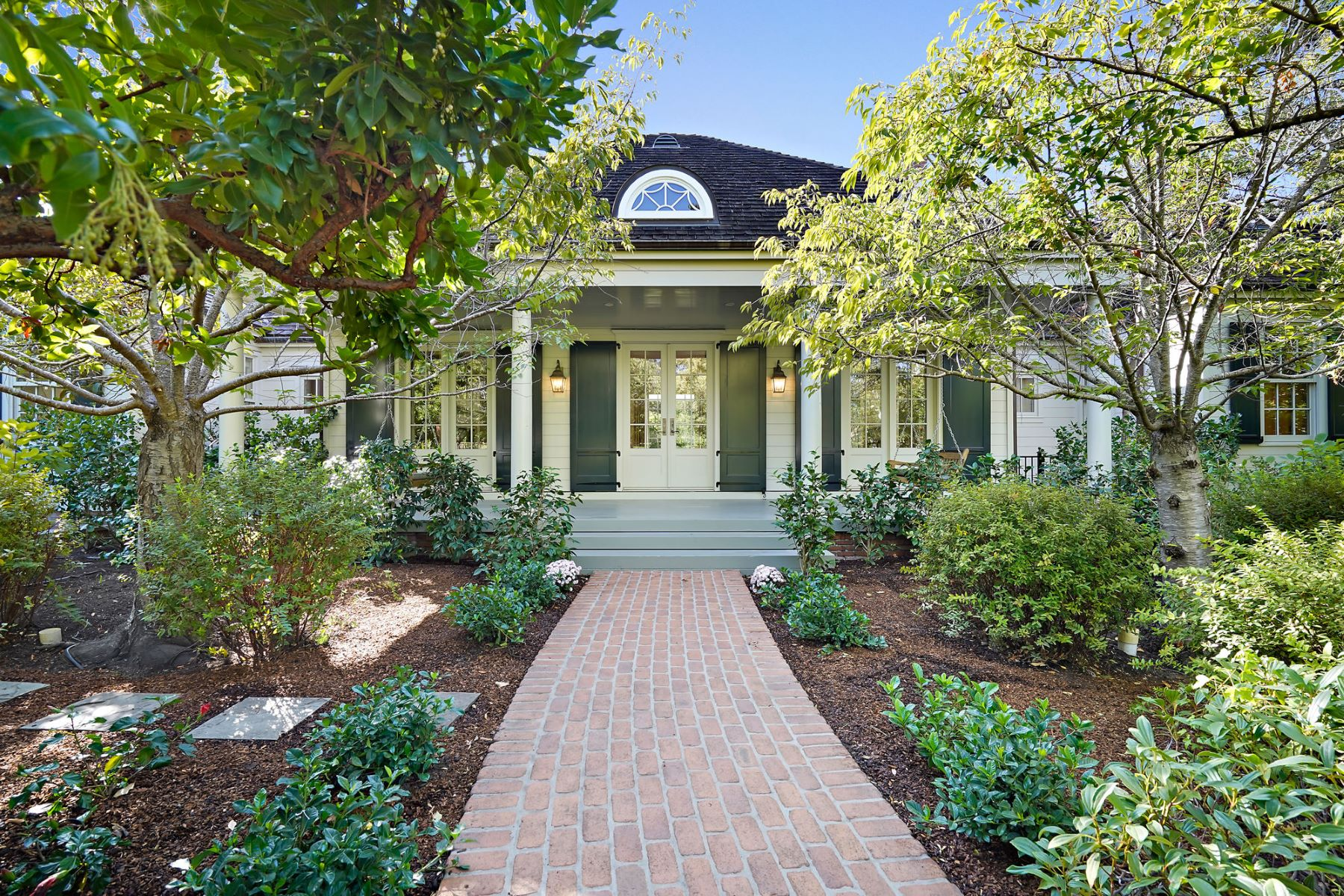 Single Family Homes for Sale at Beautiful and Inviting Estate 901 Hillsborough Boulevard Hillsborough, California 94010 United States