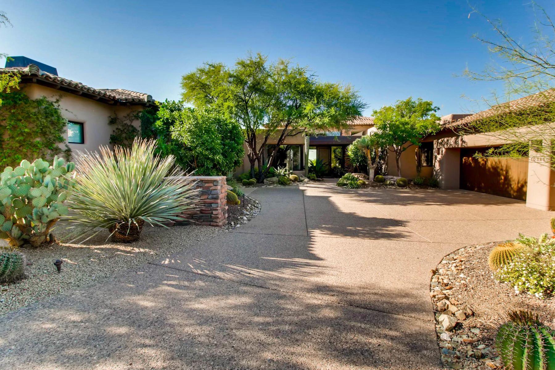 Maison unifamiliale pour l Vente à One Of A Kind Upgraded Home 10346 E Nolina Trl, Scottsdale, Arizona, 85262 États-Unis