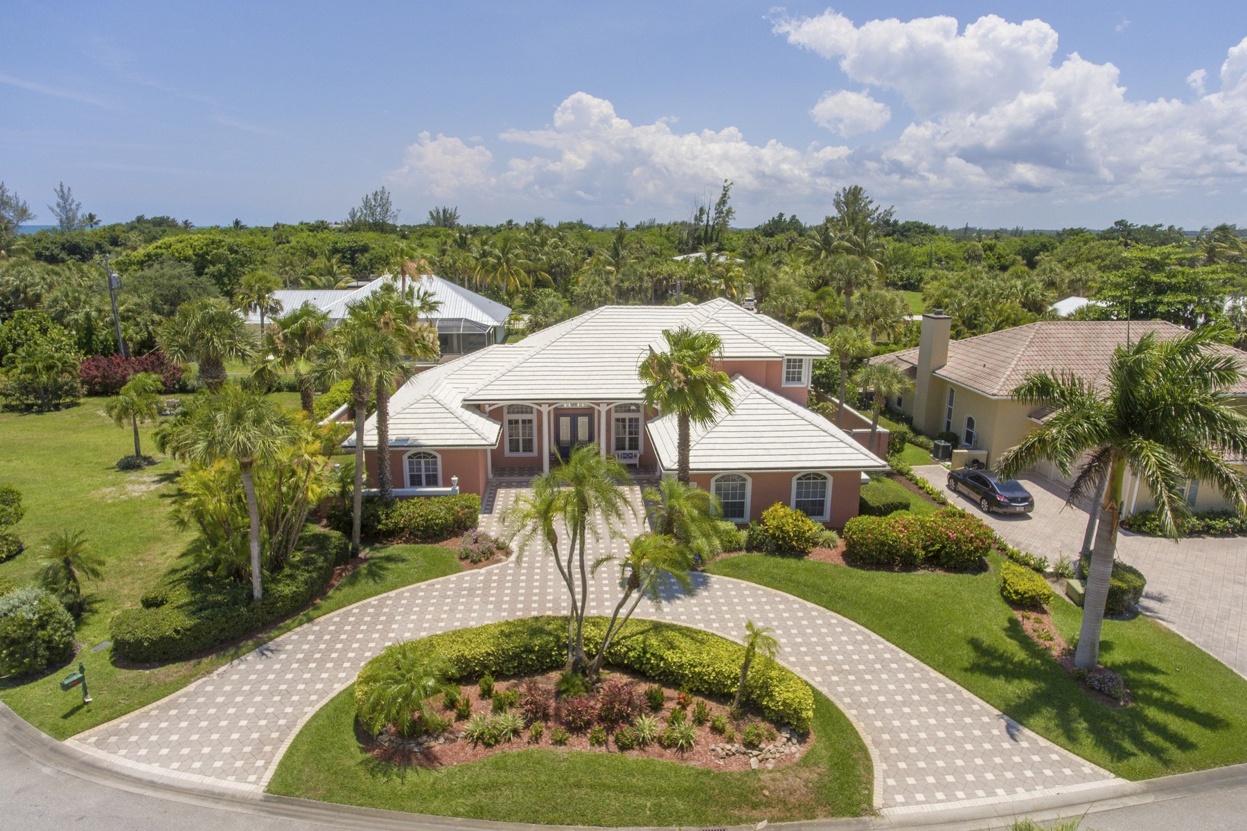 Single Family Homes のために 売買 アット Spacious Seaside Home 2245 Seaside Street Vero Beach, フロリダ 32963 アメリカ