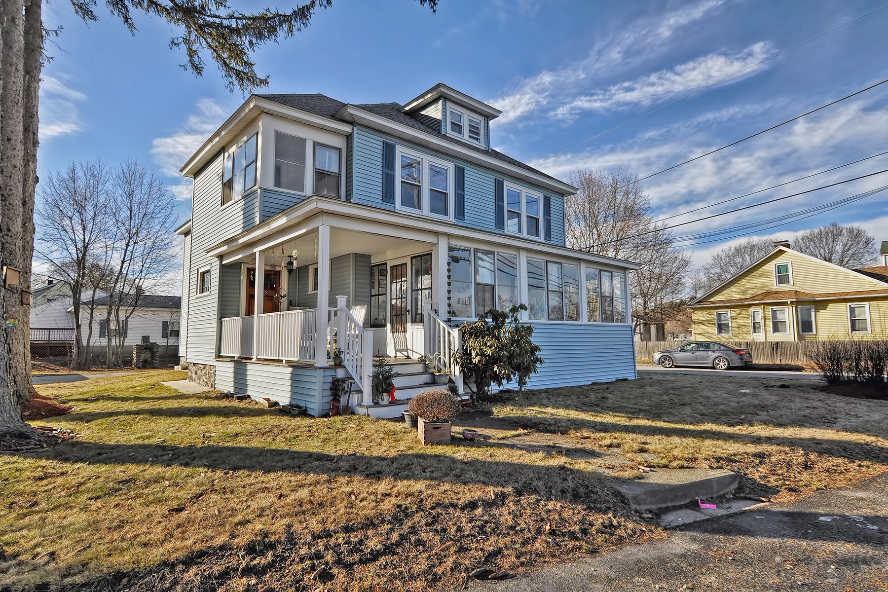 Maison avec plusieurs logements pour l Vente à Lovely, Well-Maintained Two Family Home 278 Greenwood Street Worcester, Massachusetts 01607 États-Unis
