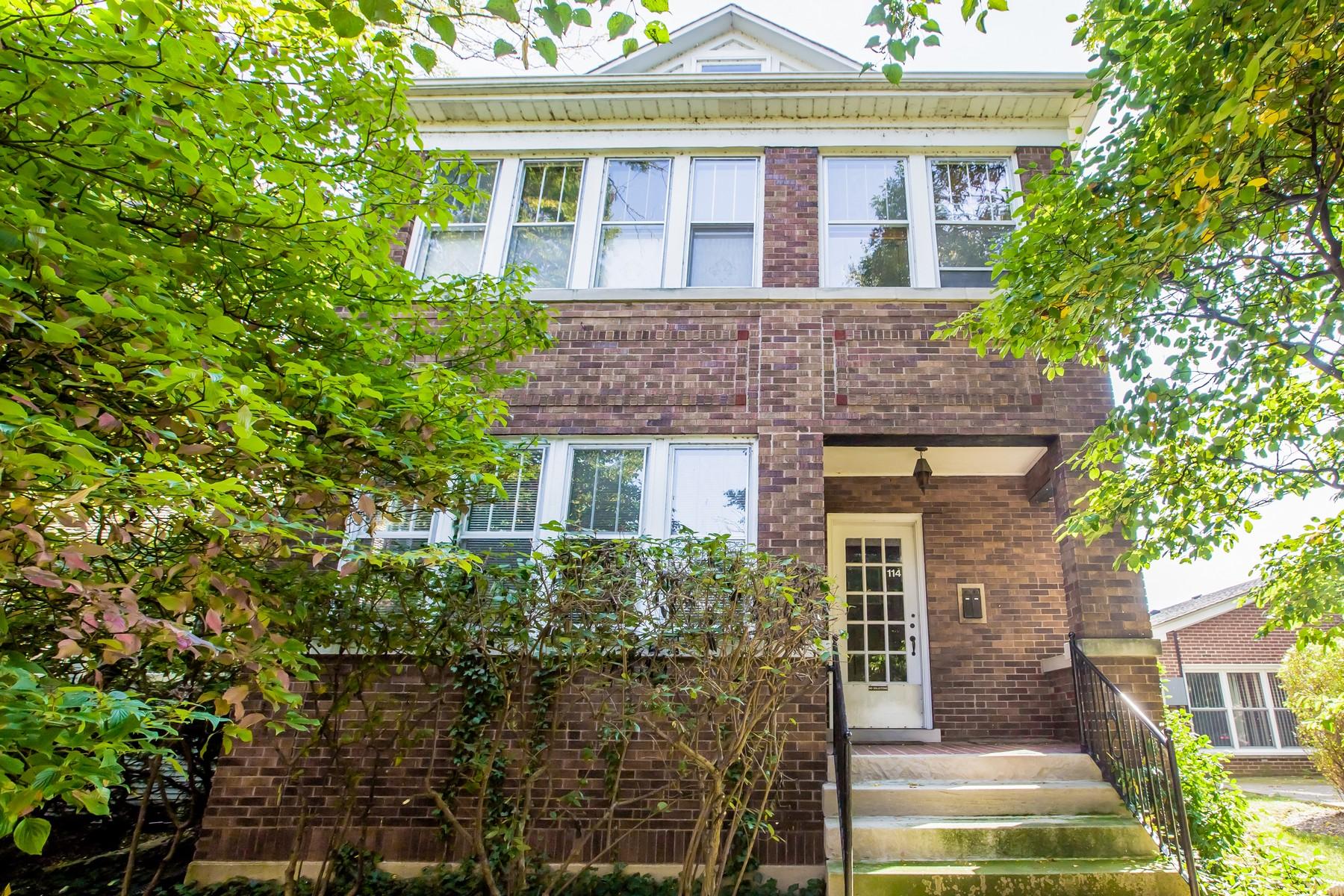 Многосемейный дом для того Продажа на Spacious Brick Two - Flat 114 South Boulevard, Evanston, Иллинойс, 60202 Соединенные Штаты