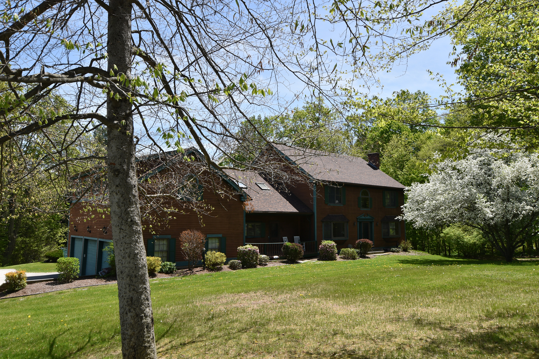 Single Family Home for Sale at PREMIERE RUTLAND TOWN LOCATION-IN GROUND POOL 88 Chaffee Ridge Pl Rutland Town, Vermont 05701 United States