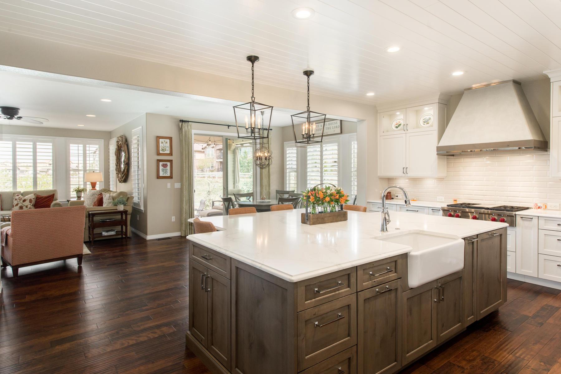 Casa Unifamiliar por un Venta en Impeccably Maintained & Beautifully Remodeled Home in Backcountry. 10702 Sundial Rim Rd Highlands Ranch, Colorado 80126 Estados Unidos