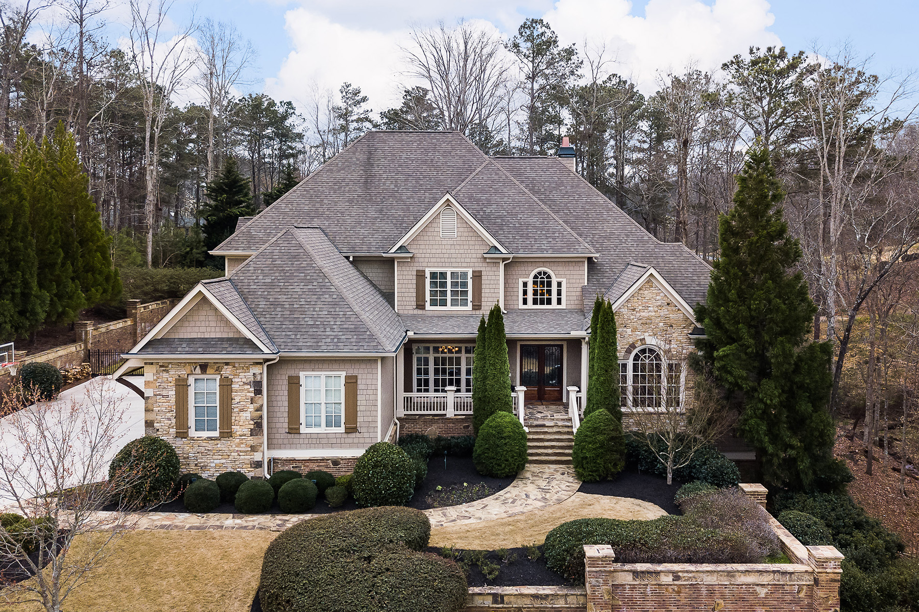 Maison unifamiliale pour l Vente à Stunning Estate On Over One Acre In Enclave At Brookfield Near Historic Roswell 1025 Balmoral Lane Roswell, Georgia 30075 États-Unis