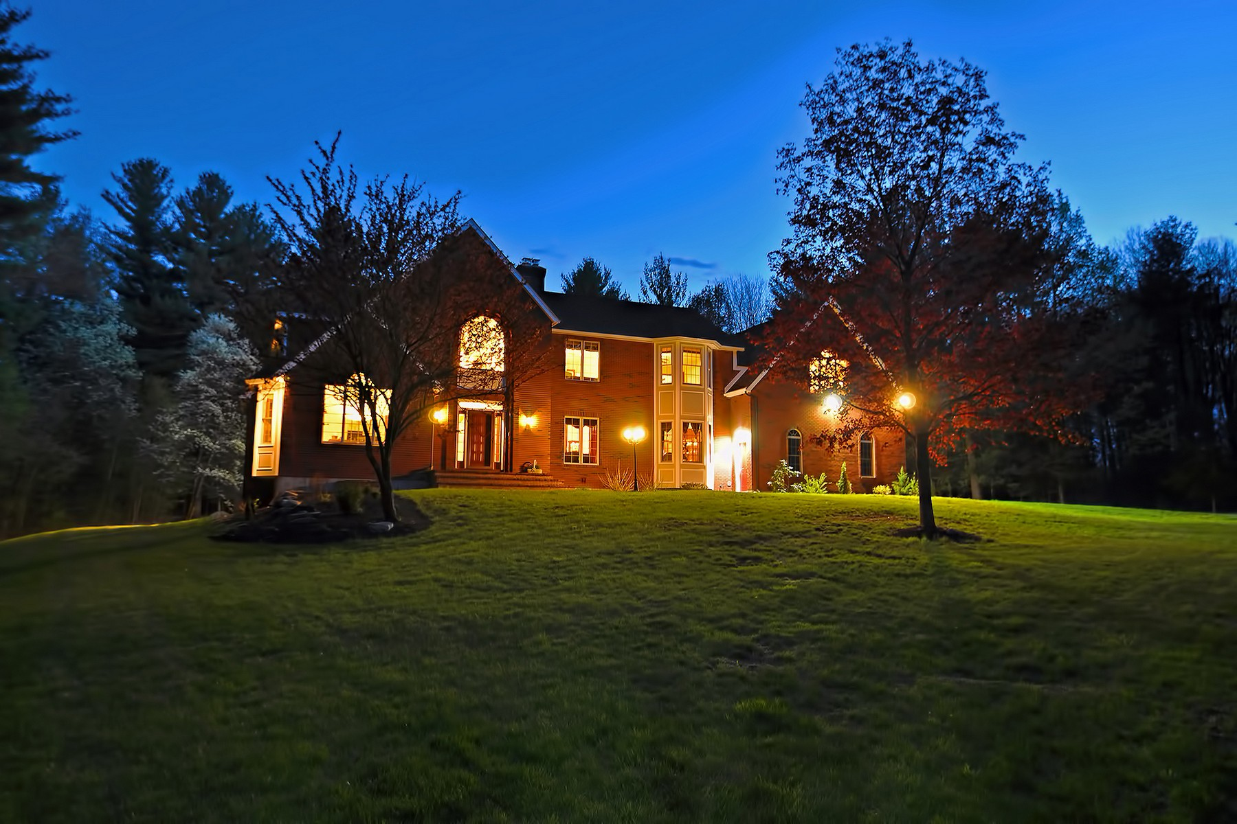 Casa Unifamiliar por un Venta en Stately Colonial 261 Green St Northborough, Massachusetts 01516 Estados Unidos