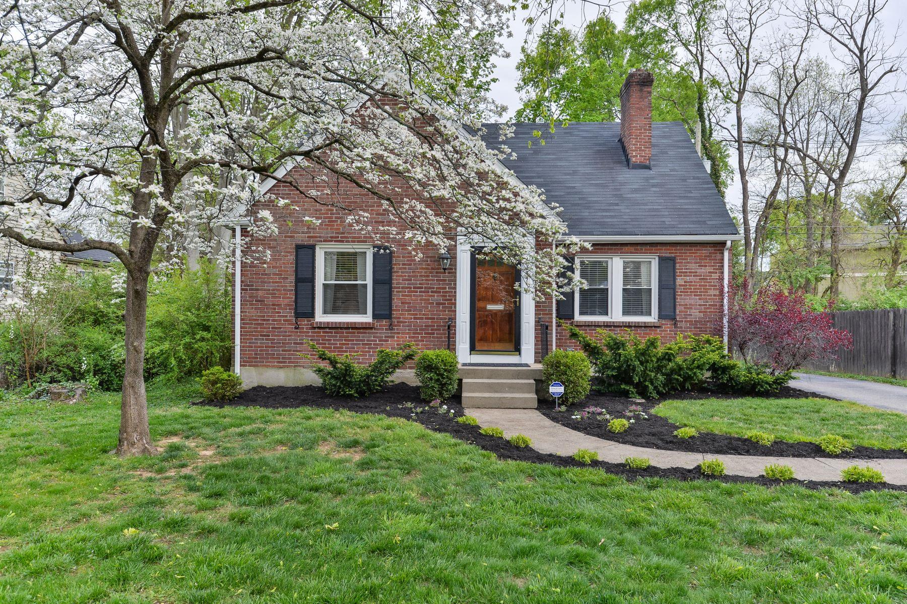 Single Family Homes por un Venta en 4302 Alton Road Louisville, Kentucky 40207 Estados Unidos