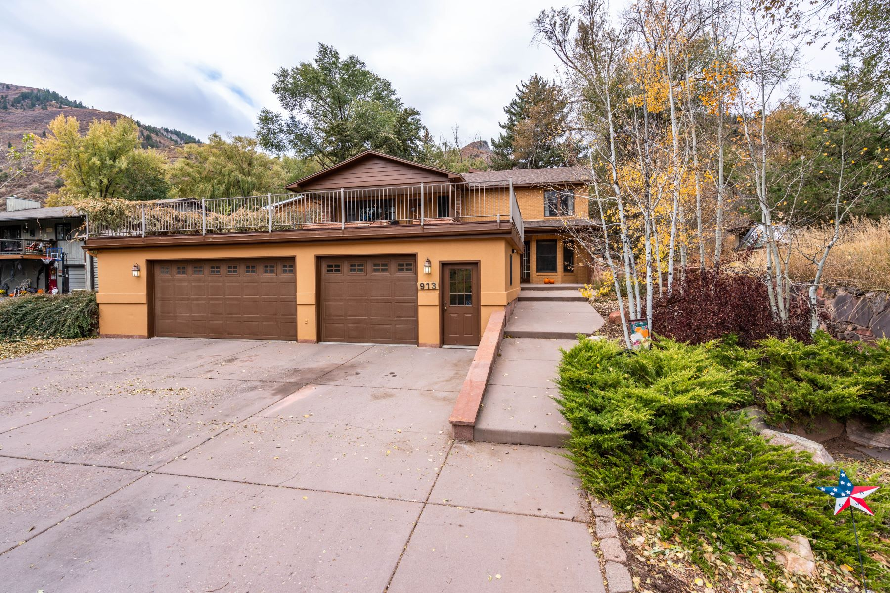 Single Family Homes for Active at WEST NINTH PLACE. LOT 34B 913 Red Mountain Drive Glenwood Springs, Colorado 81601 United States