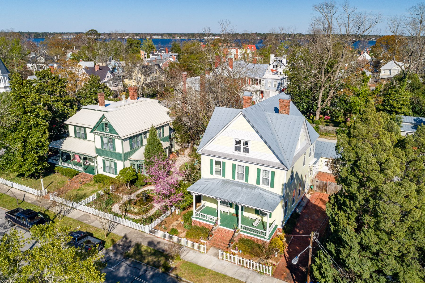 Single Family Homes for Sale at Impeccable Victorian Home in Historic District 512 Middle St. New Bern, North Carolina 28560 United States