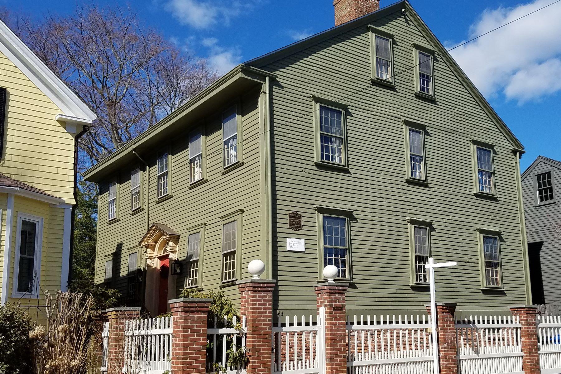 Casa Unifamiliar por un Venta en Sheffield-Huntington House 43 Elm Street Newport, Rhode Island 02840 Estados Unidos