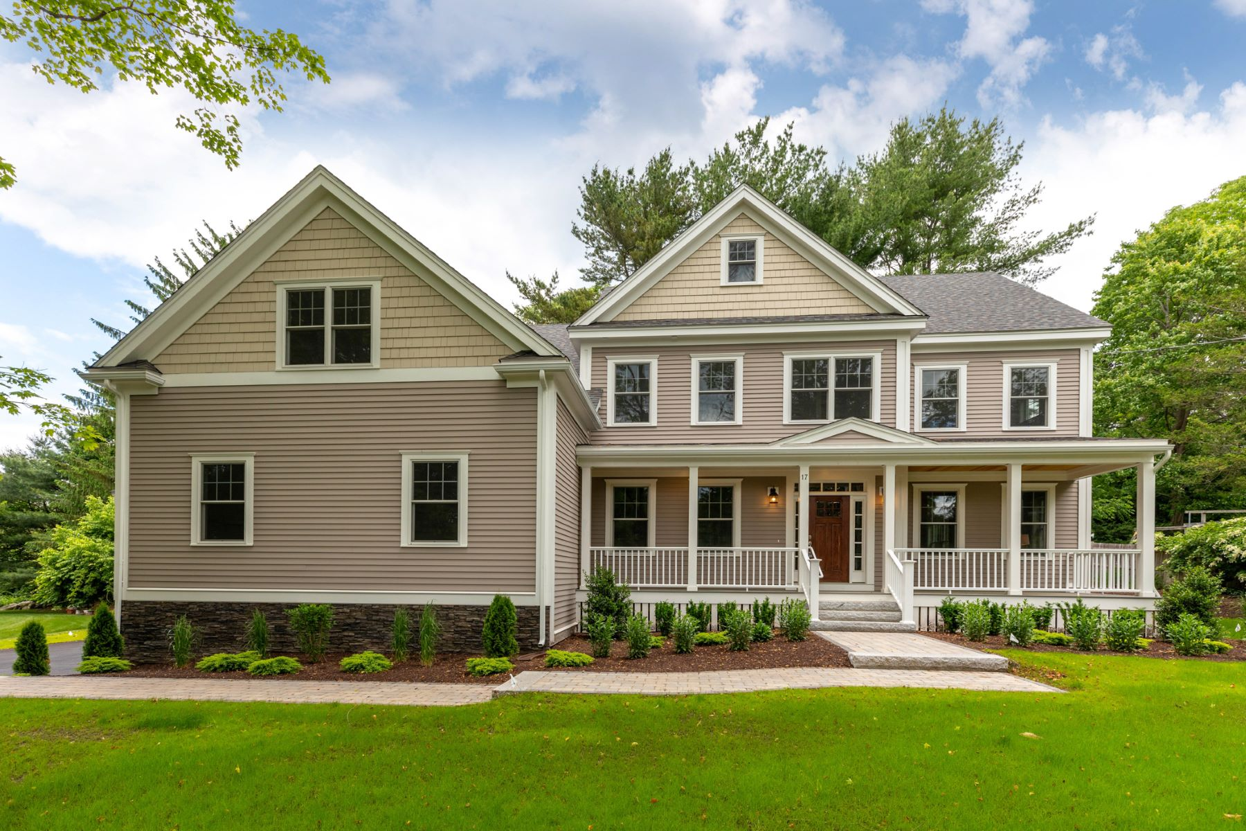 Single Family Homes for Sale at 17 Minute Man Lane, Lexington 17 Minute Man Ln Lexington, Massachusetts 02421 United States