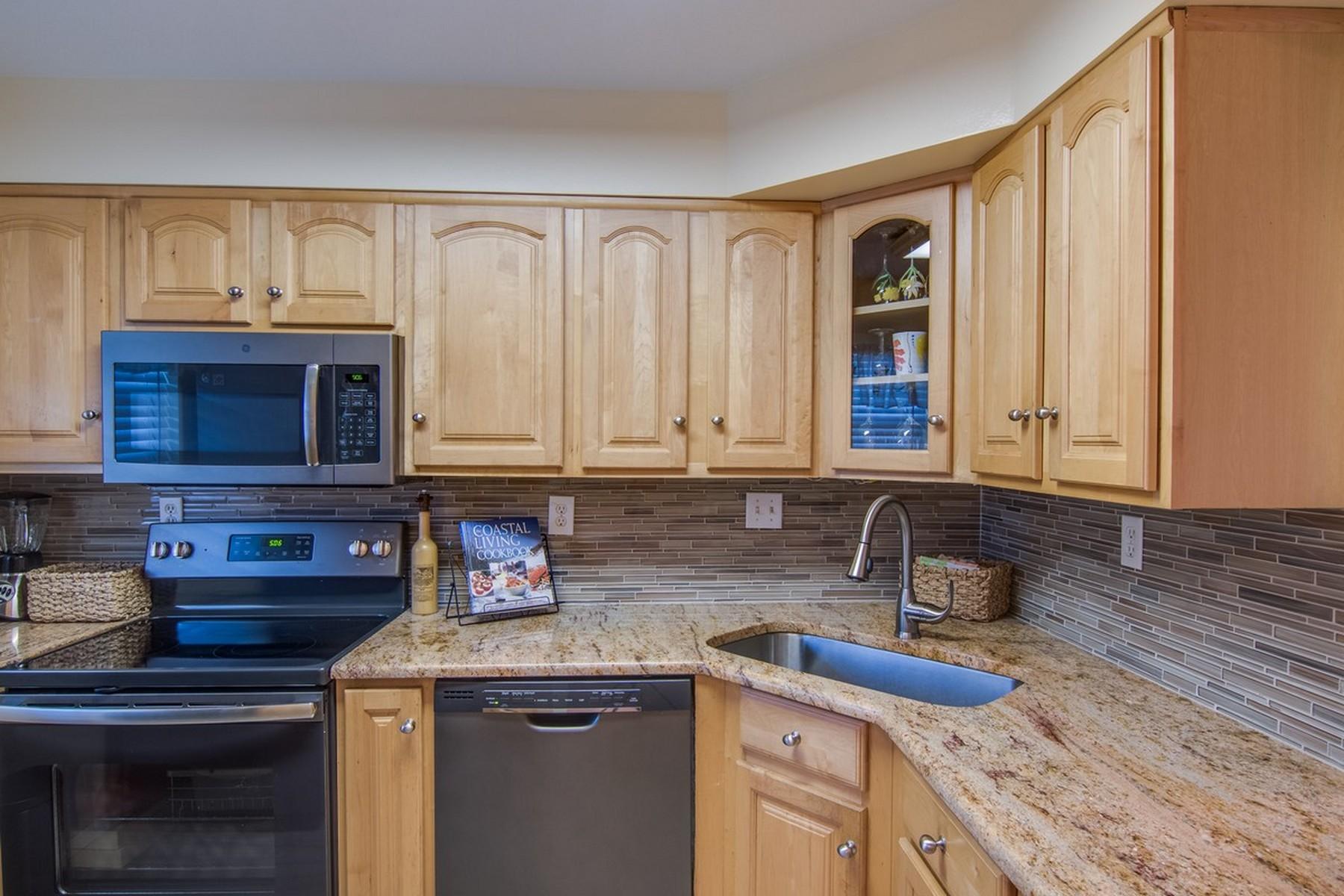 Condominio por un Venta en Colonnades Condo 1176 Bayshore DR, #202 Fort Pierce, Florida, 34949 Estados Unidos