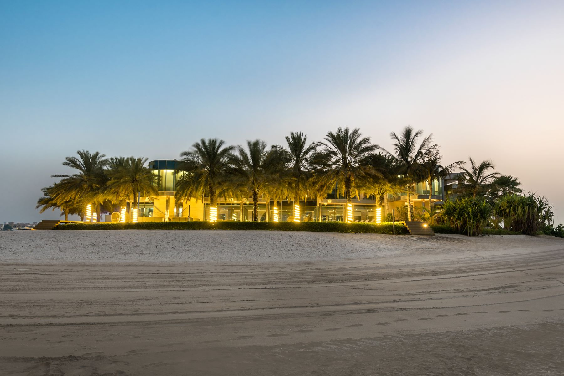 Single Family Homes のために 売買 アット Private Palm Jumeirah Beachfront Palace Dubai, ドバイ アラブ首長国連邦
