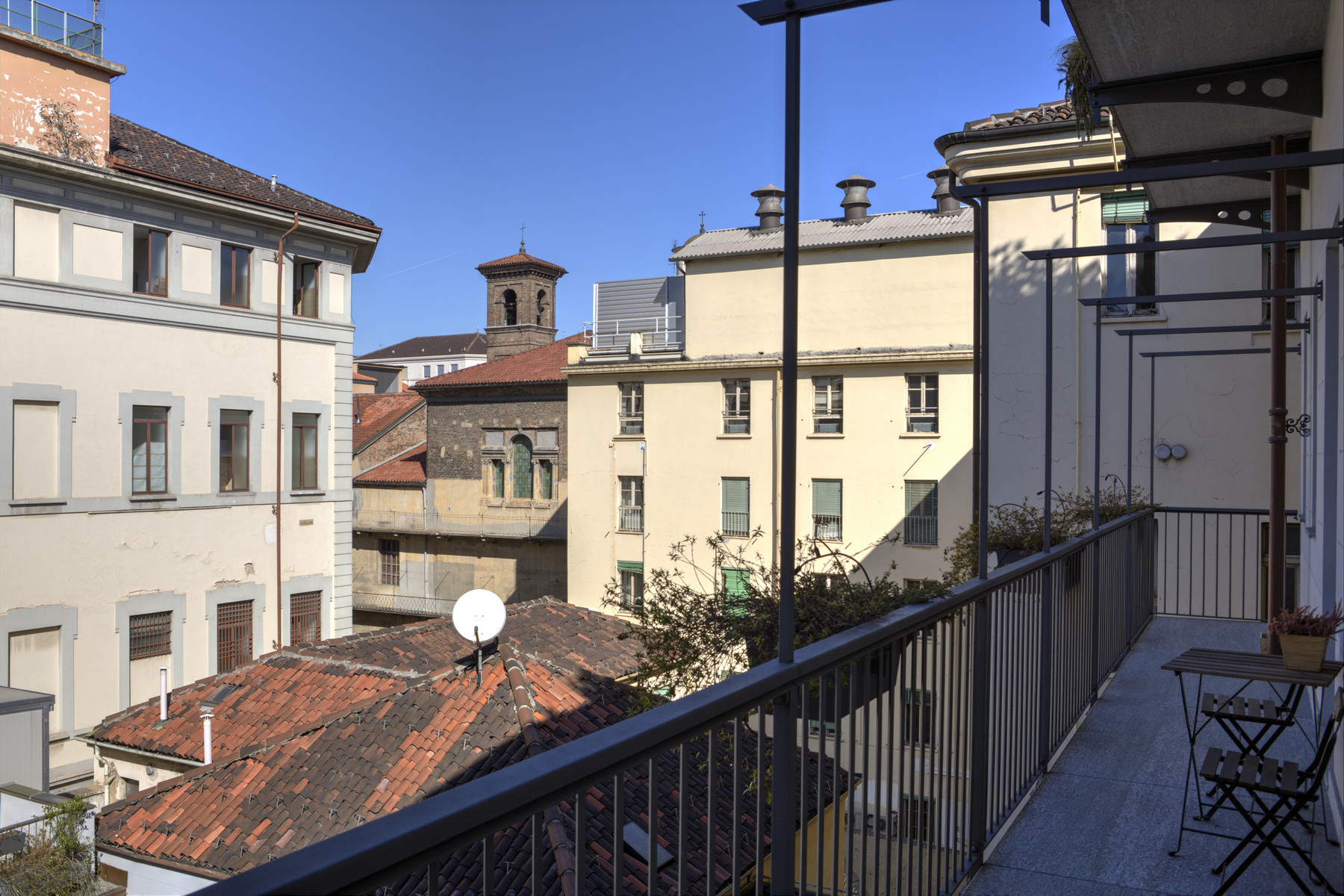 Additional photo for property listing at Exclusive Apartment a short walk from Piazza San Carlo Via Alfieri Torino, Turin 10121 Italia
