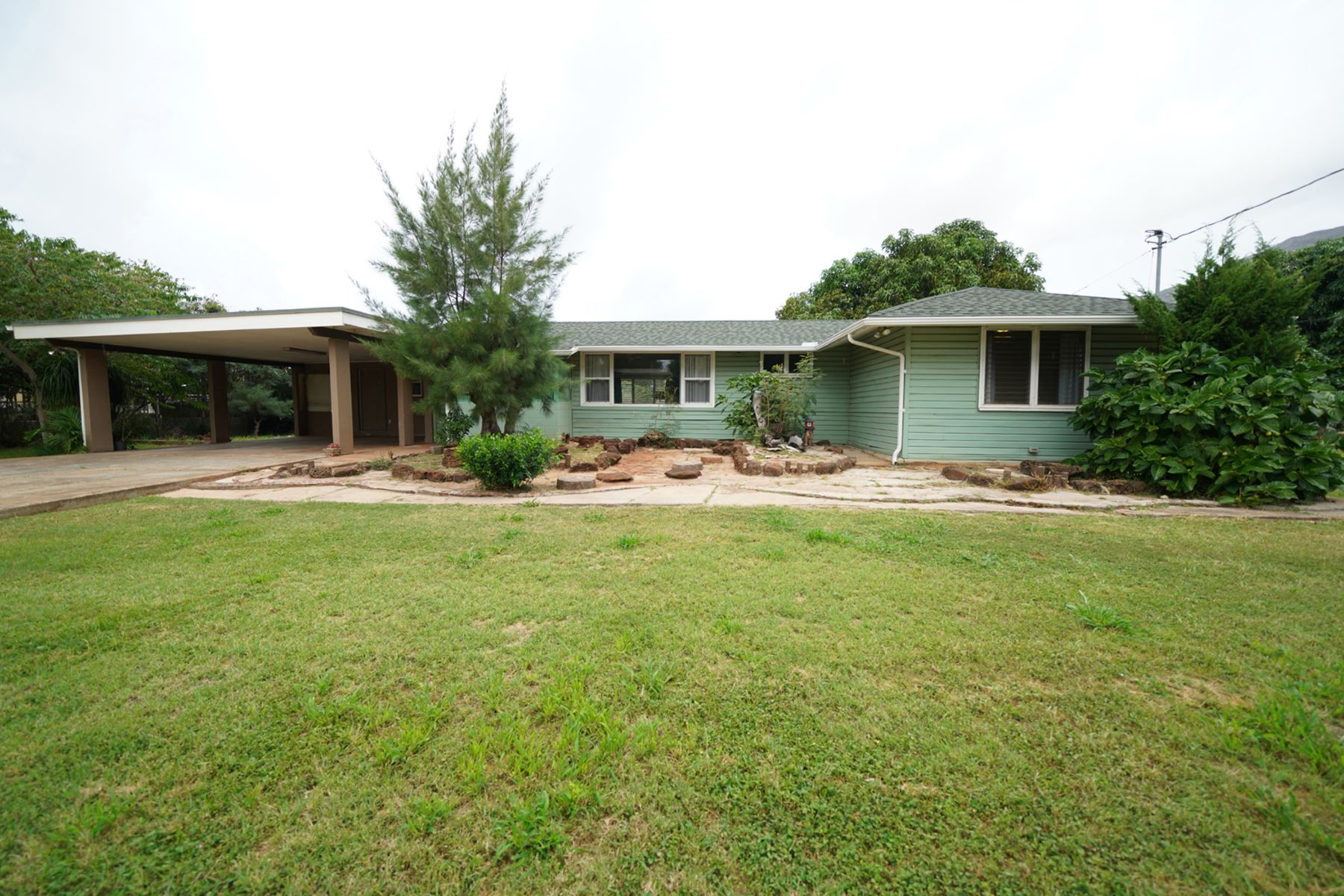 Single Family Homes 为 销售 在 Single Family Home, Makaha, Waianae, Mountain Views 84-228 Makaha Valley Road 怀厄奈, 夏威夷 96792 美国