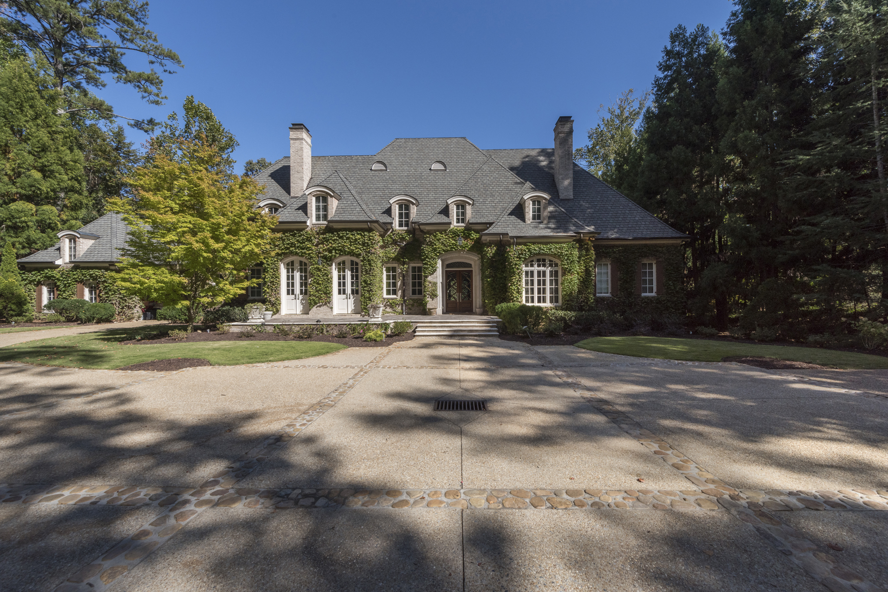 獨棟家庭住宅 為 出售 在 Gorgeous Gated Estate Property With Separate Large Guest House 714 W Conway Drive NW Buckhead, Atlanta, 喬治亞州, 30327 美國