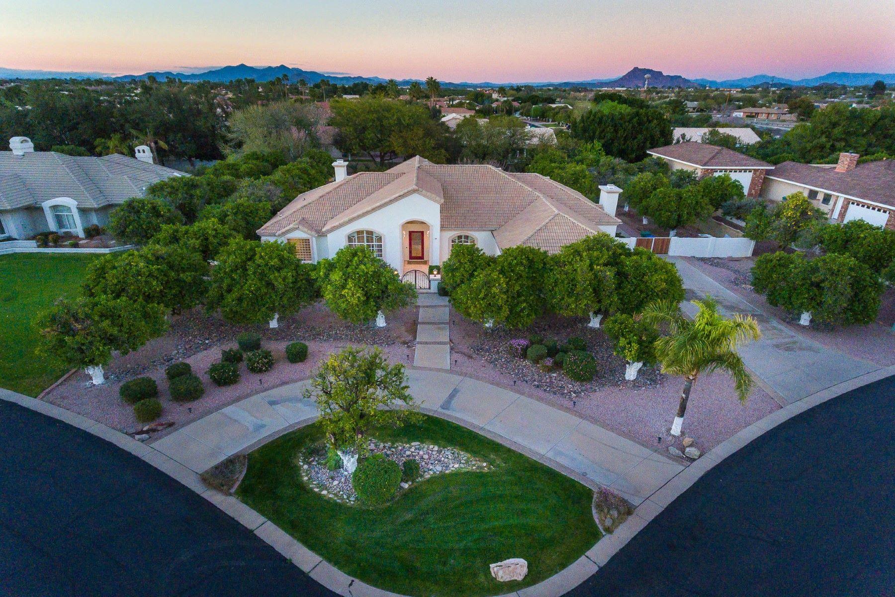 Casa Unifamiliar por un Venta en Stunning home in North Mesa's gated Community of Villa Sendero! 4222 E Brown Rd #24 Mesa, Arizona, 85205 Estados Unidos