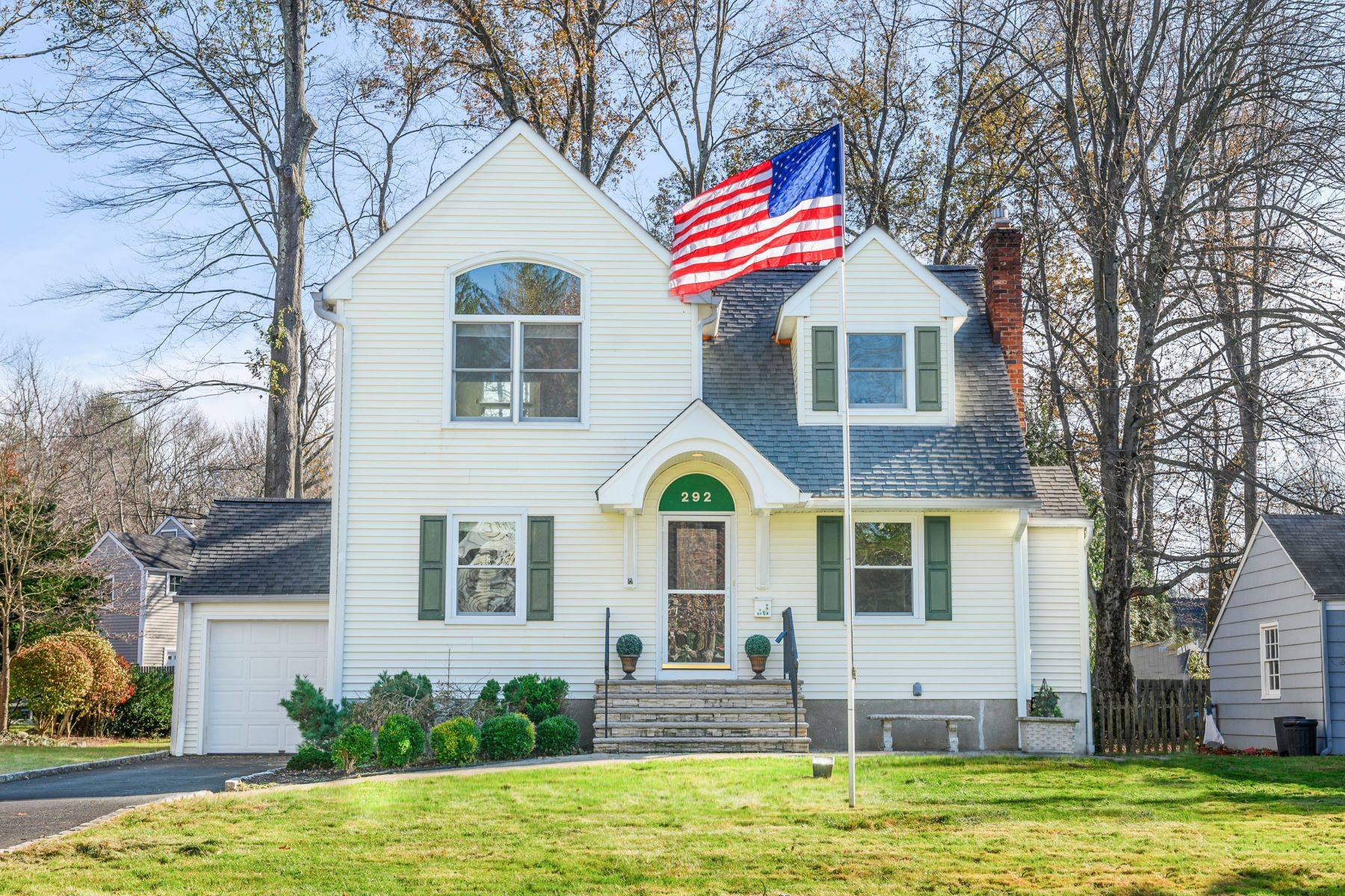 Single Family Homes for Sale at Picture Perfect Move-In Ready 292 Elkwood Avenue New Providence, New Jersey 07974 United States