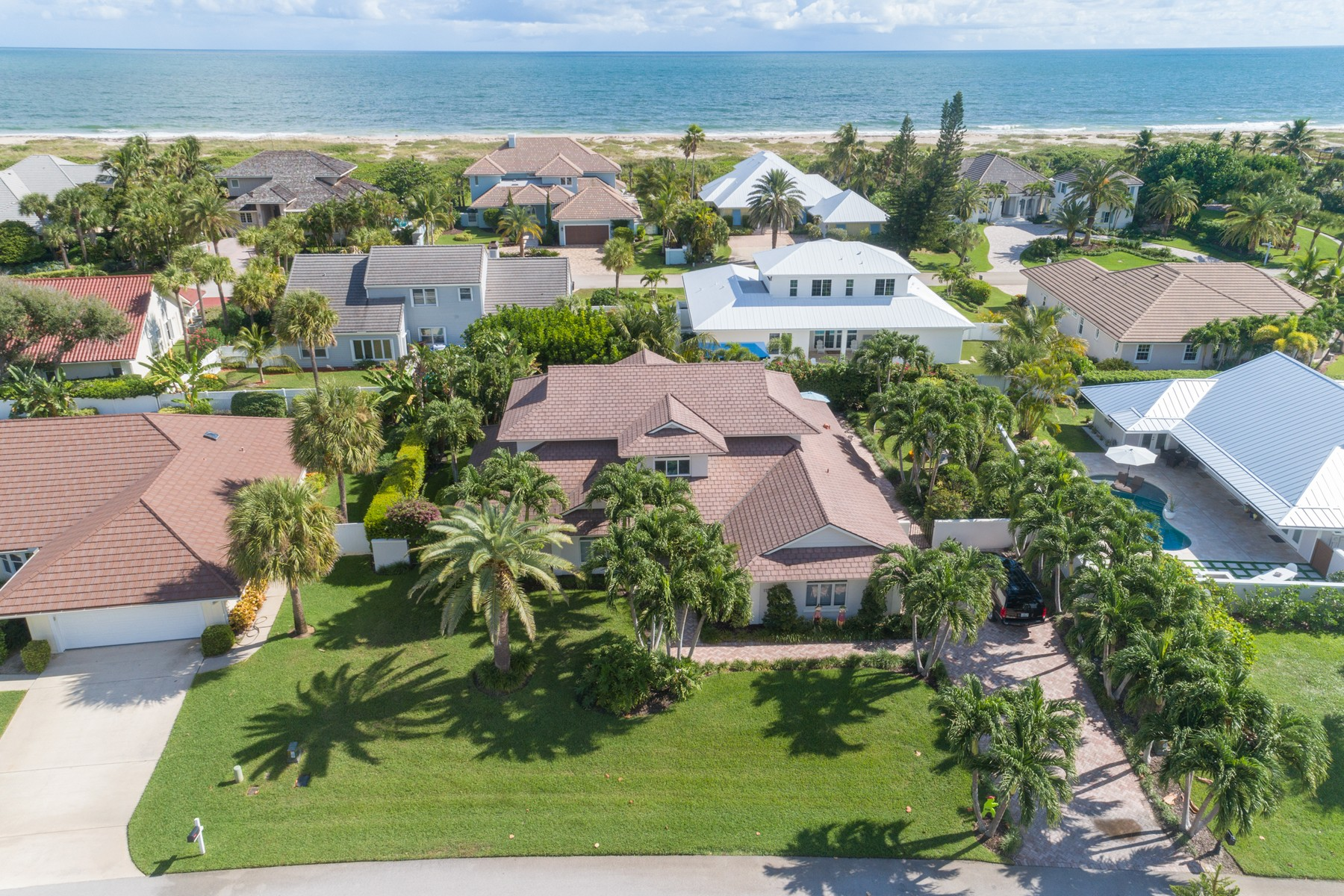 Eensgezinswoning voor Verkoop op This Captivating Castaway Cove Custom Residence Awaits You! 1220 Near Ocean Drive Vero Beach, Florida 32963 Verenigde Staten