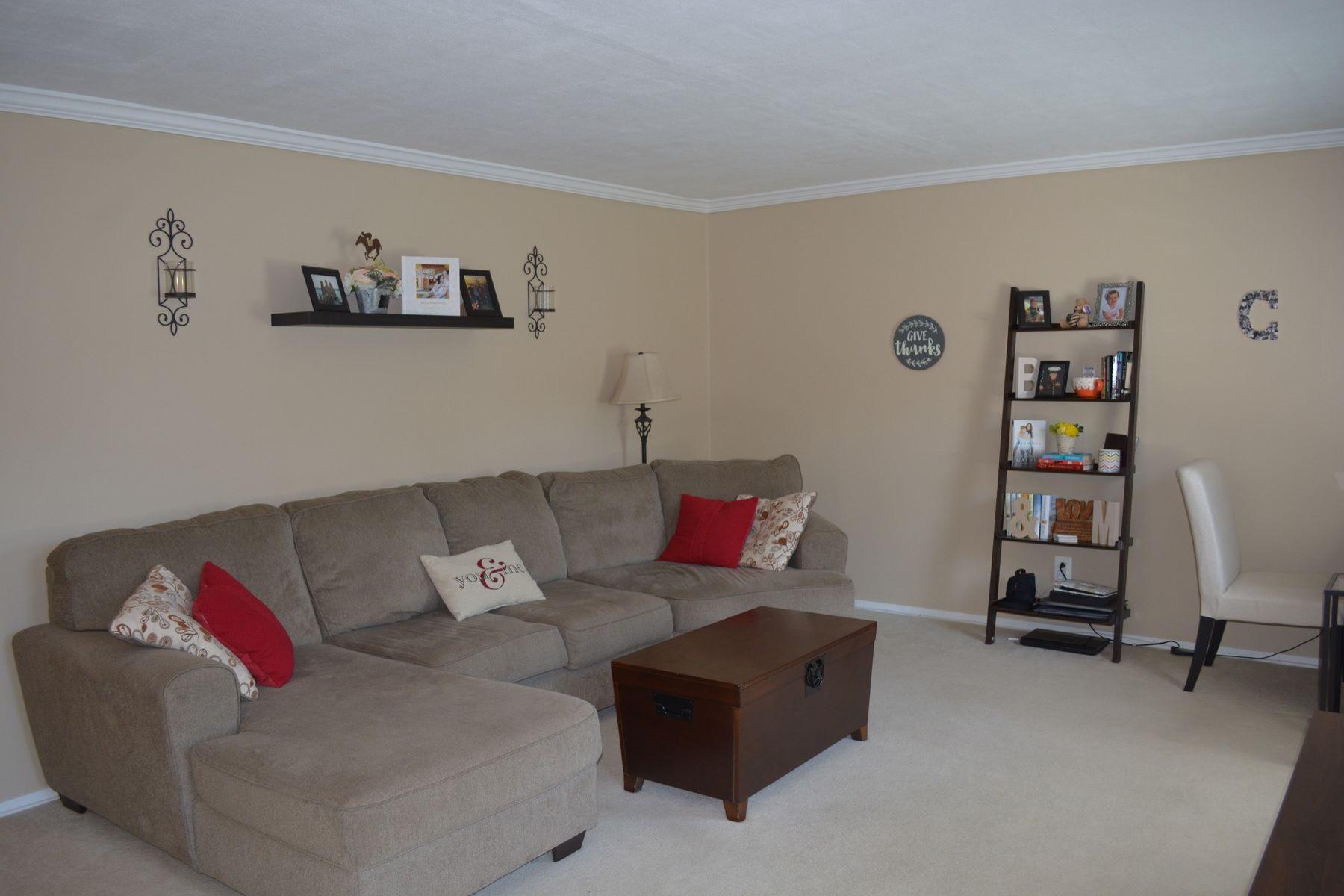 Condominium for Rent at Charming Apartment 132 Claremont Road Unit 7D Bernardsville, New Jersey, 07924 United States