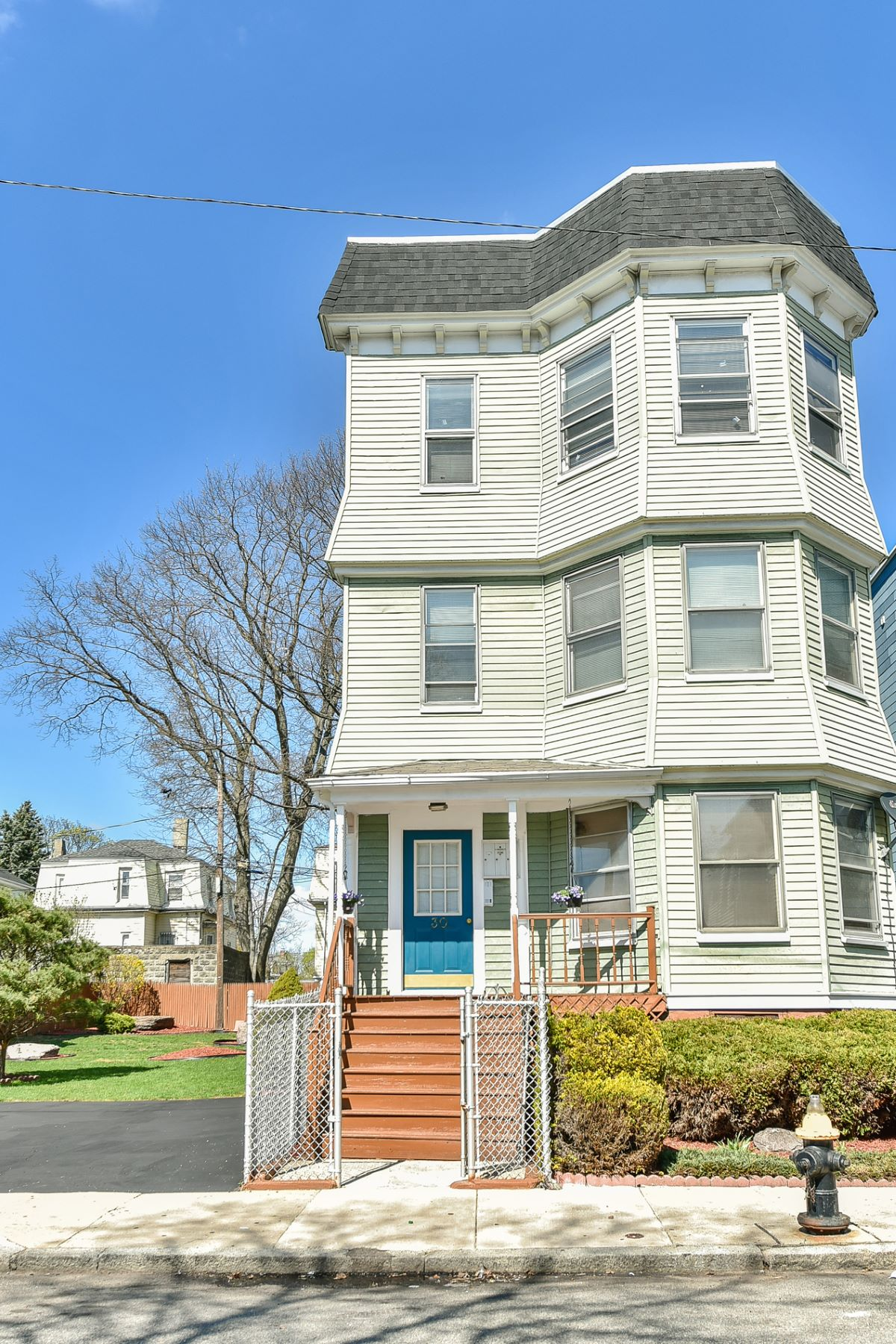 Maison avec plusieurs logements pour l Vente à 30 Edgewood St, Boston Boston, Massachusetts, 02119 États-Unis