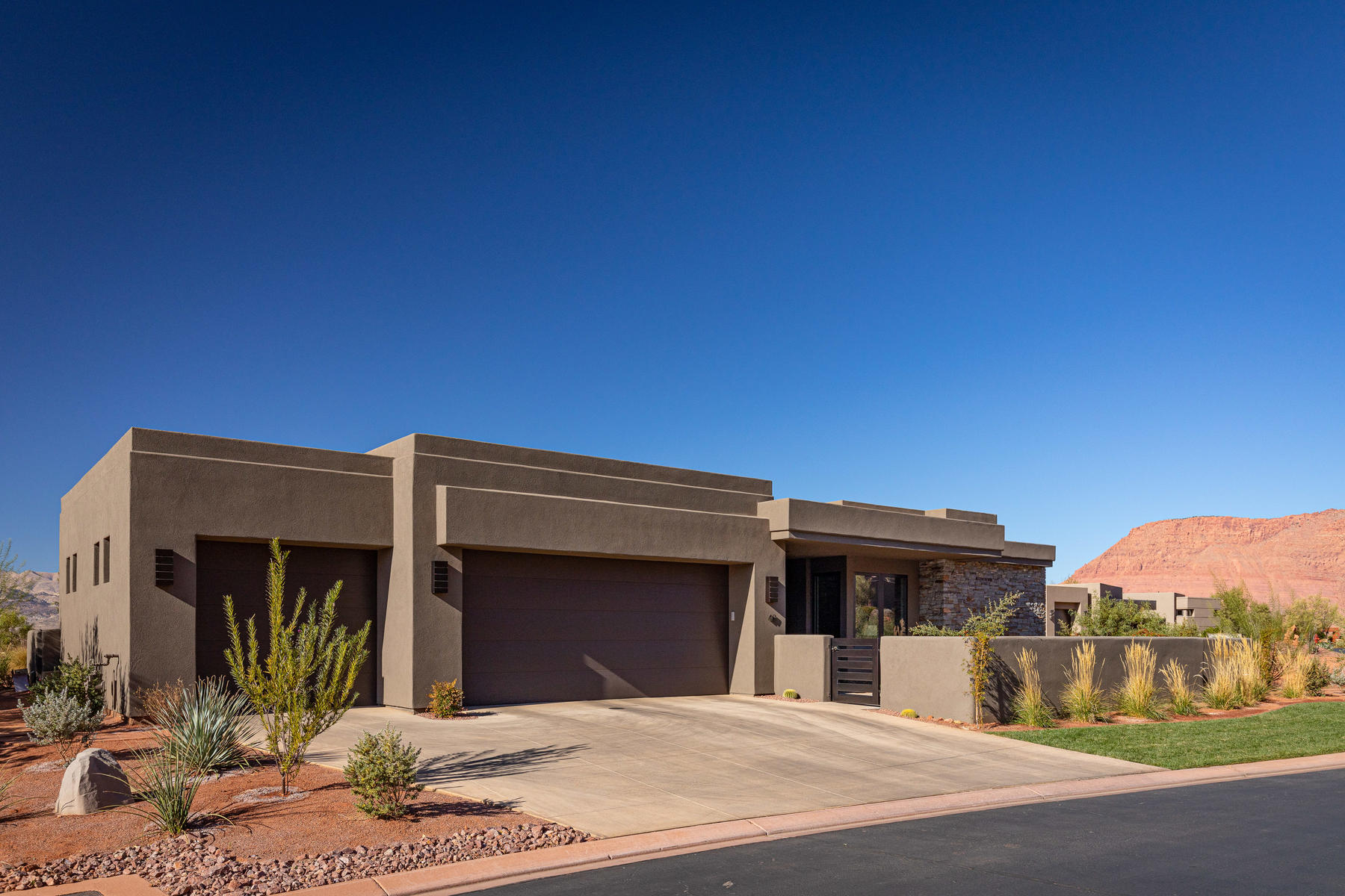 Single Family Homes for Sale at Captivating Golf Course Living in Entrada 2331 W Entrada Trail #49, St. George, Utah 84770 United States