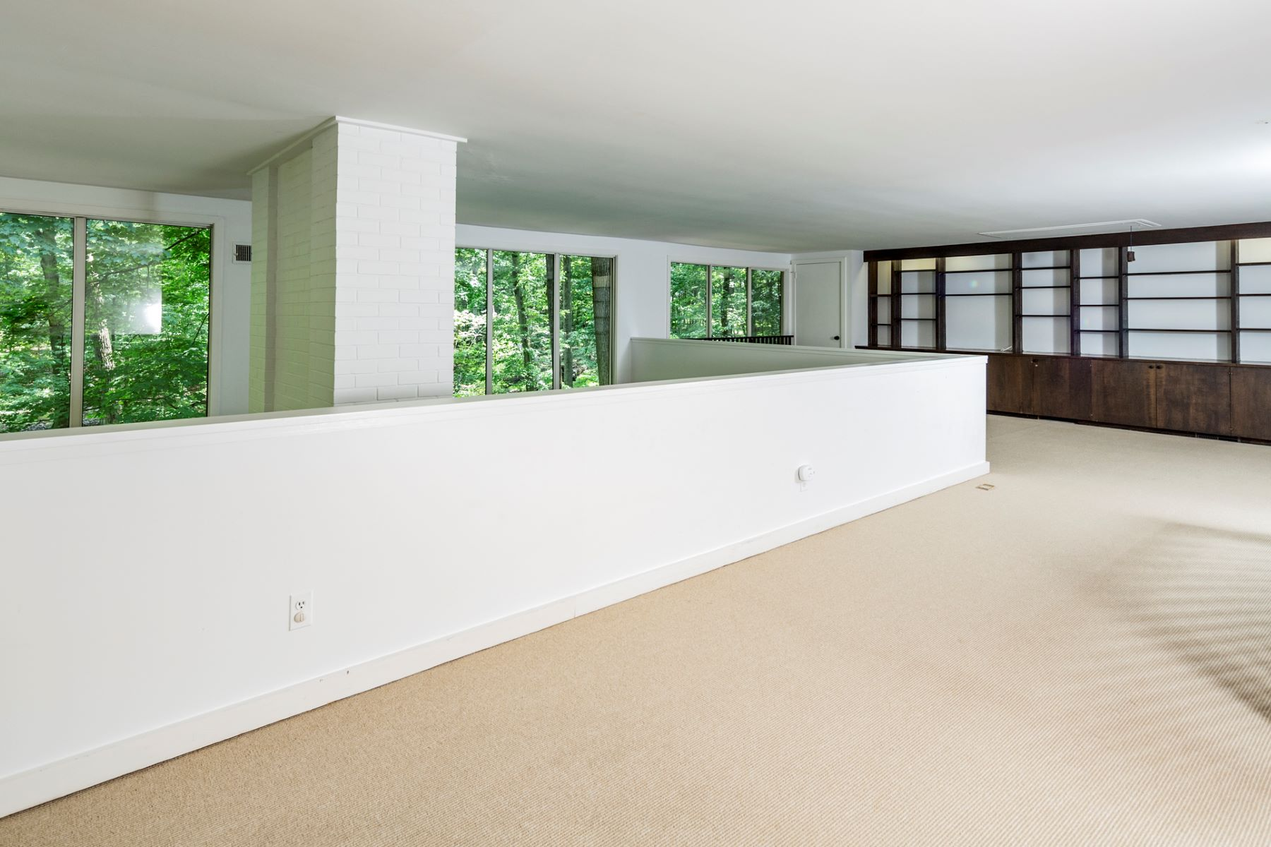 Additional photo for property listing at Bedens Brook Contemporary Backed by Woodlands 163 Rolling Hill Road, Skillman, New Jersey 08558 United States