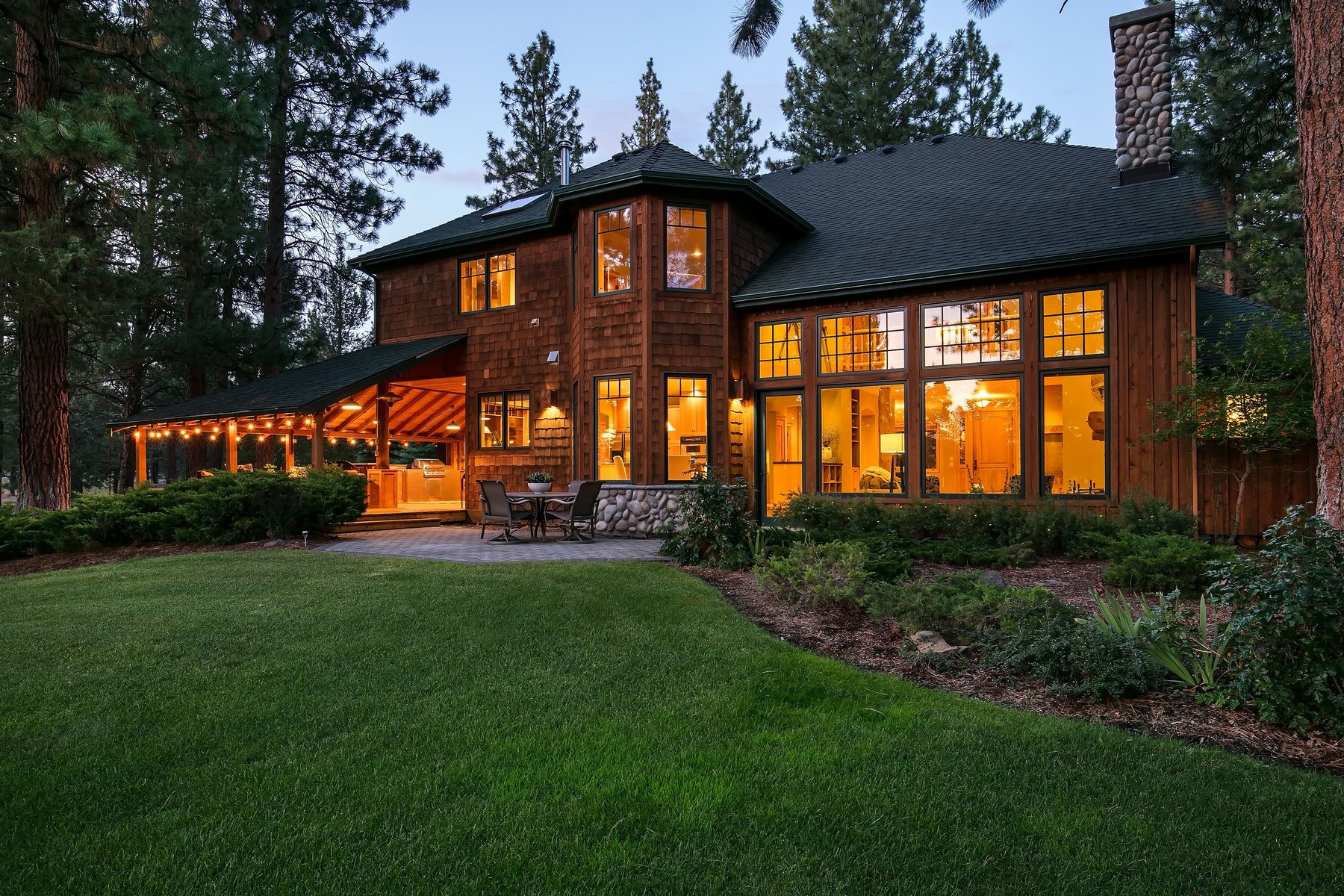 Single Family Homes for Active at Mountain, Pond & Golf Course Views - Sisters, OR 16872 Royal Coachman Dr Sisters, Oregon 97759 United States