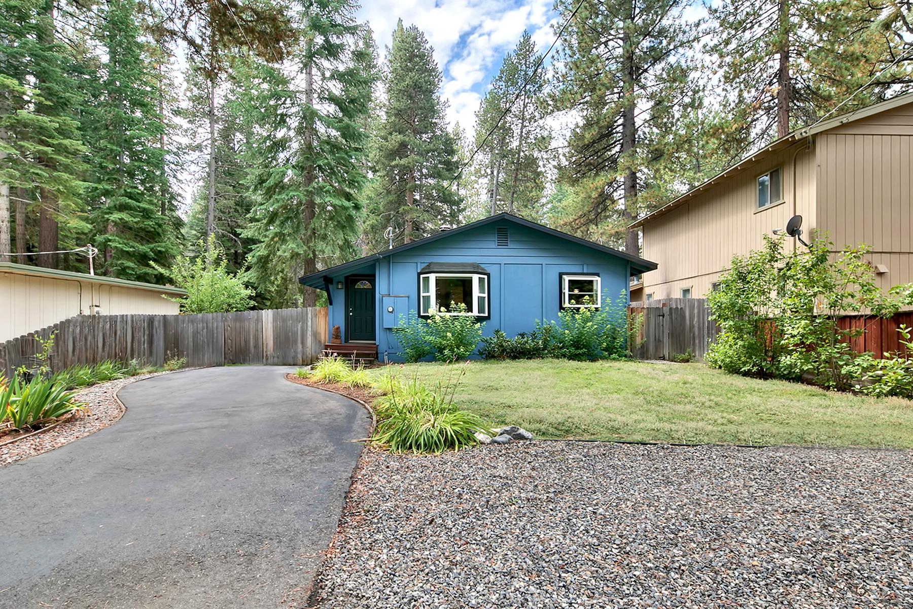 Additional photo for property listing at 550 Eloise Avenue South Lake Tahoe, California, 96150 550 Eloise Avenue South Lake Tahoe, California 96150 Estados Unidos