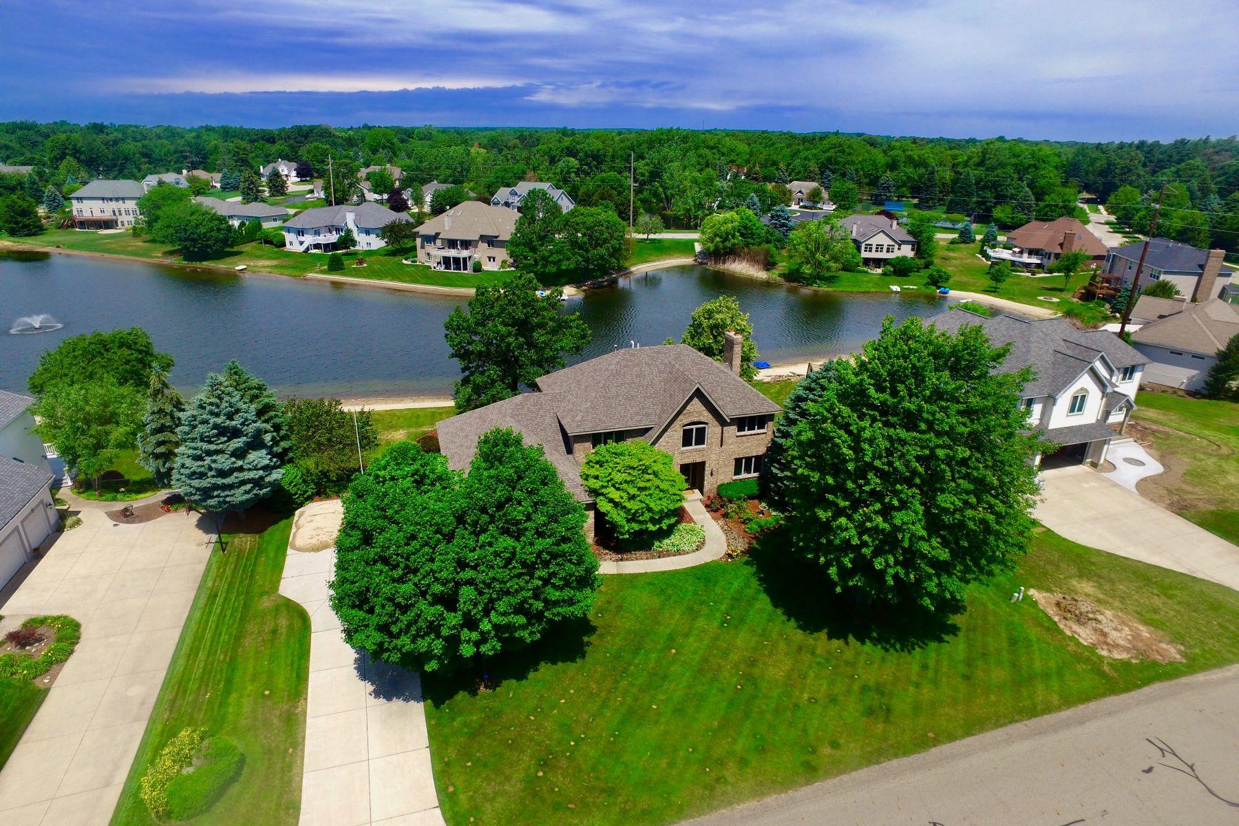 独户住宅 为 销售 在 Privacy, Elegance, and Function 156 Bay Meadows Drive 霍德兰, 密歇根州, 49424 美国